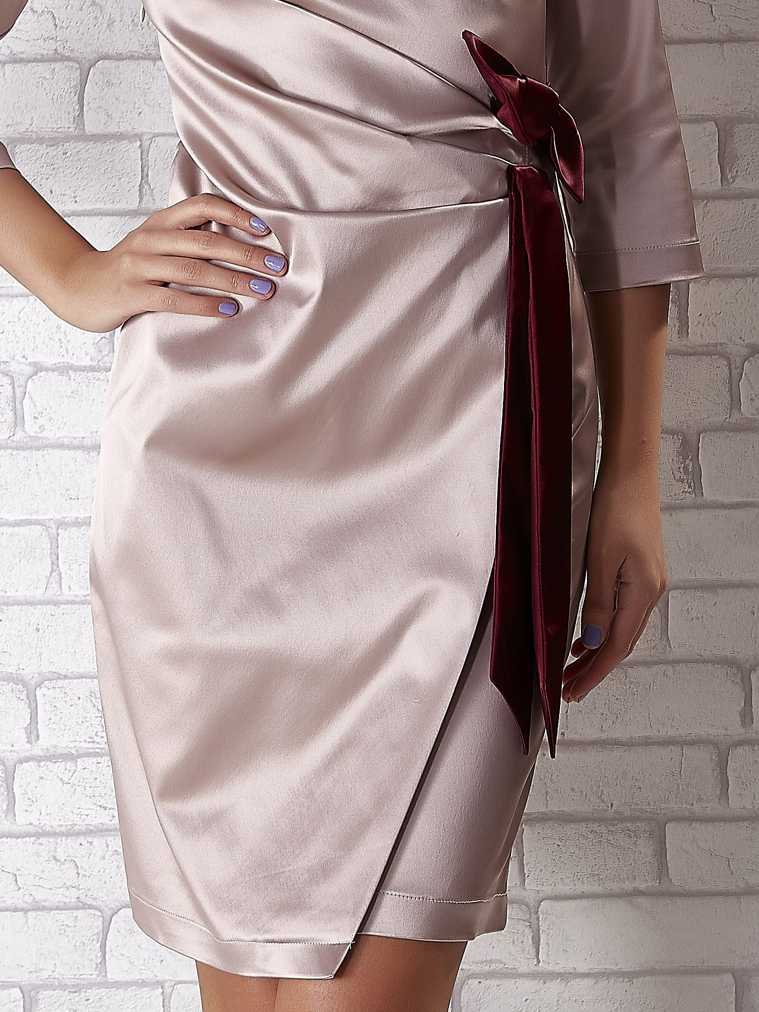 Beżowa sukienka z bordową kokardą                                   zdj.                                  5