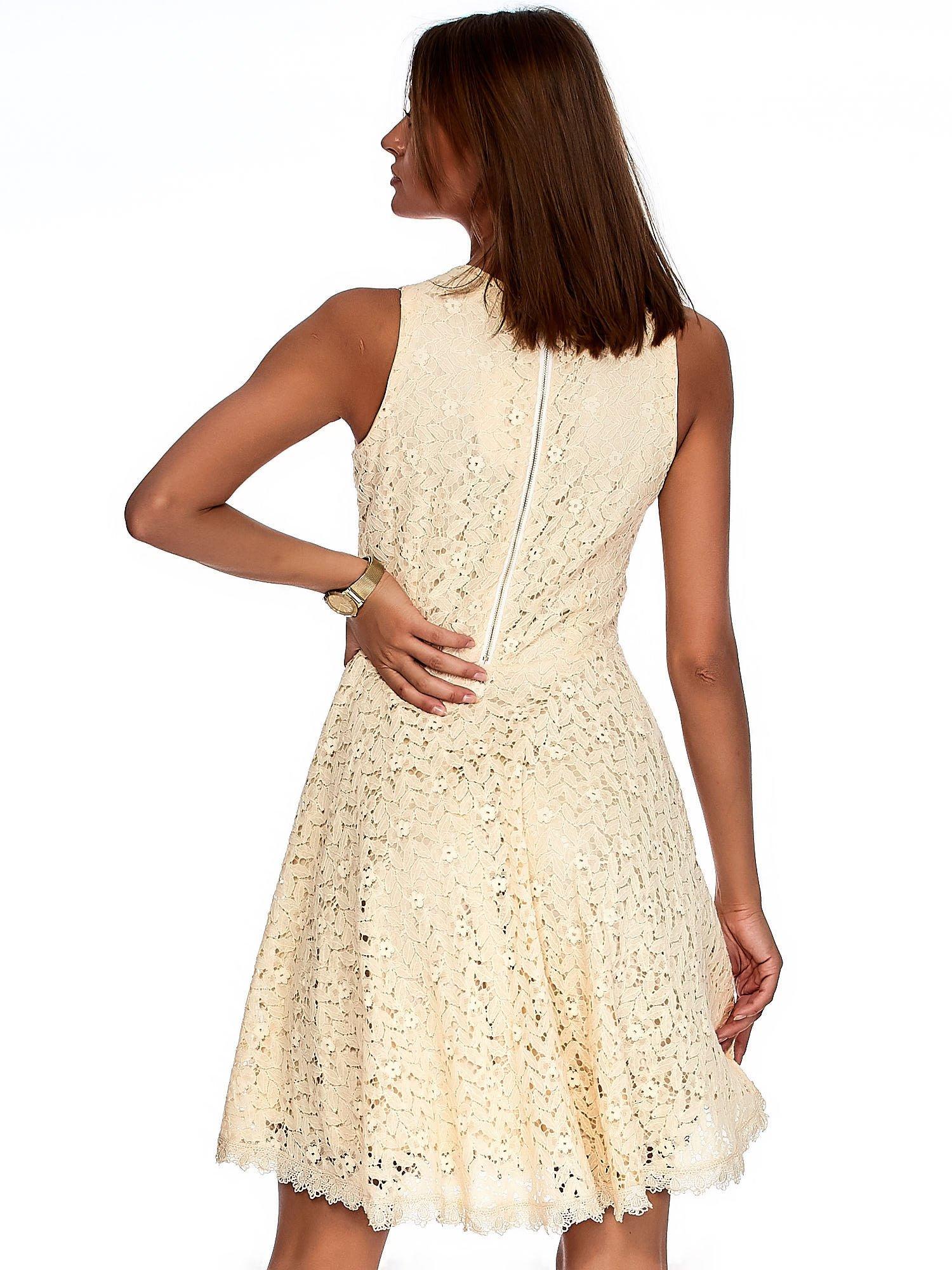 532eccd454 Beżowa sukienka z koronki z perełkami - Sukienka koktajlowa - sklep ...