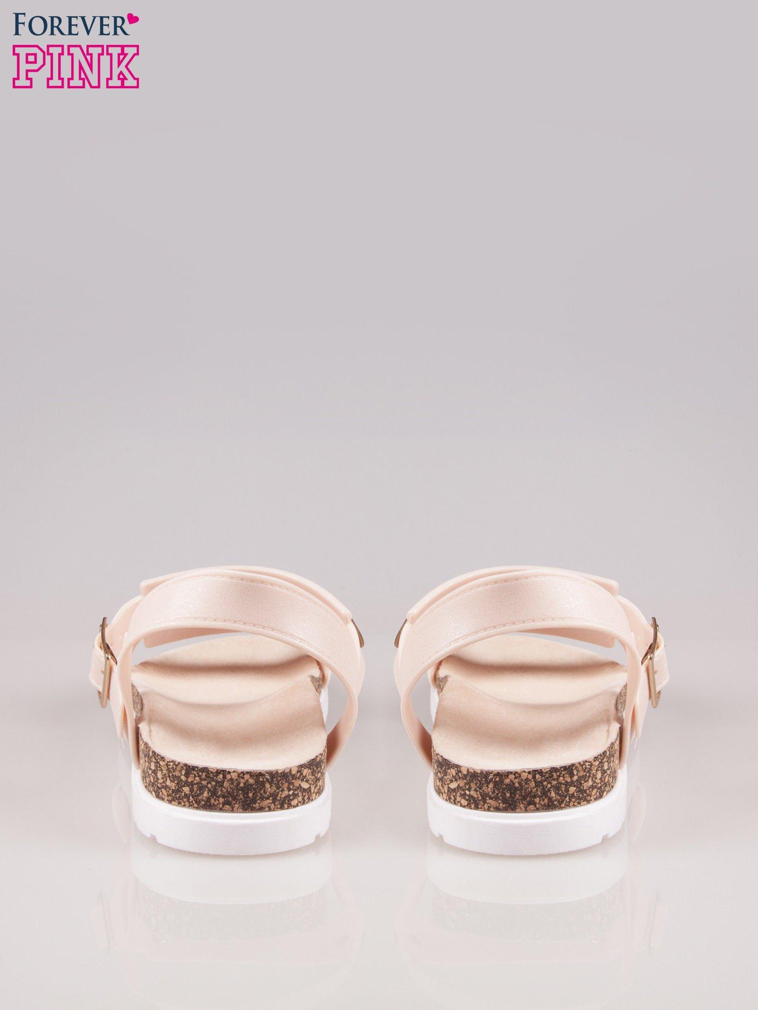 Beżowe płaskie sandały z blaszką na korkowej podeszwie                                  zdj.                                  3