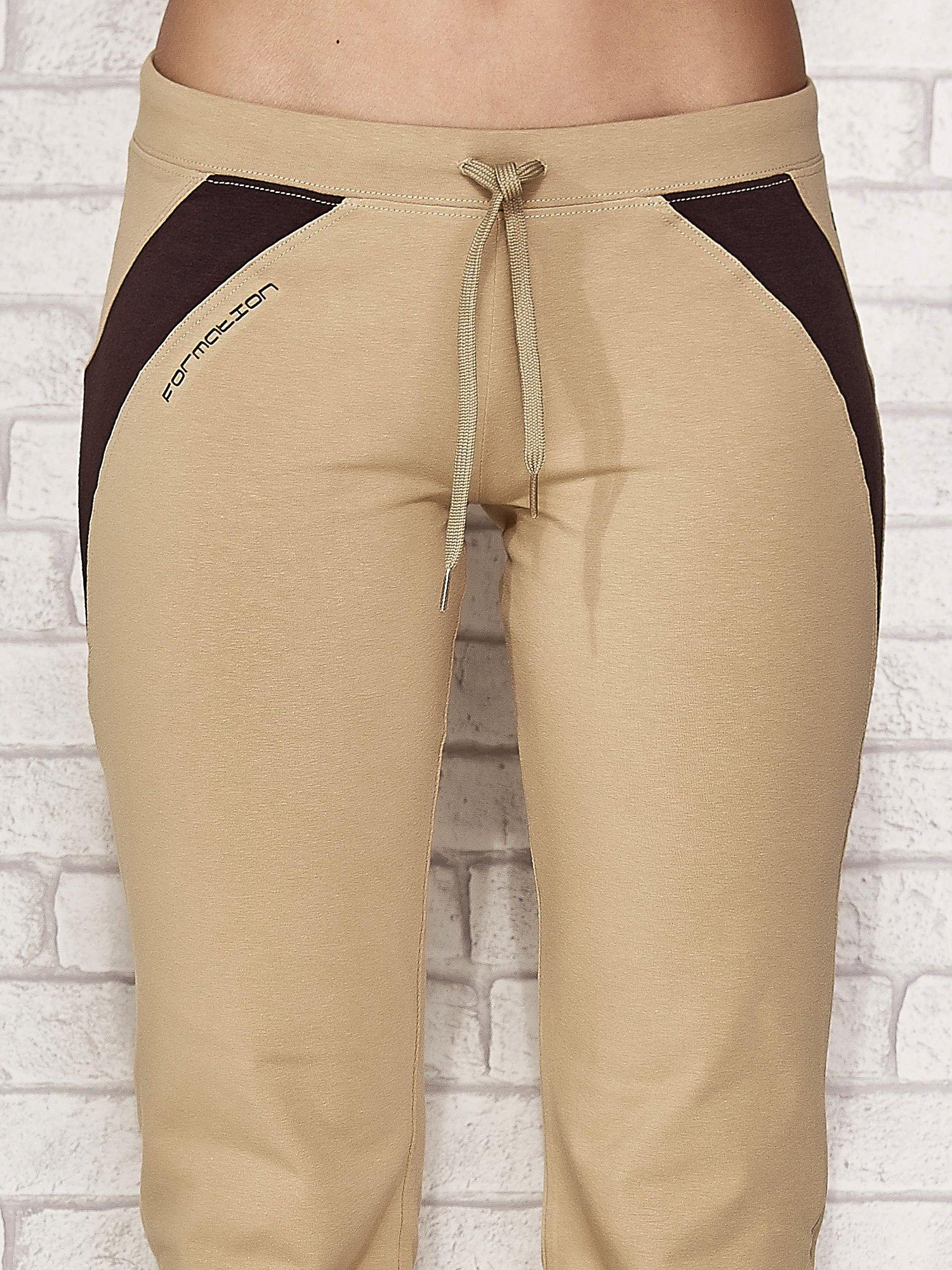 Beżowe spodnie sportowe capri ze wstawkami                                  zdj.                                  4