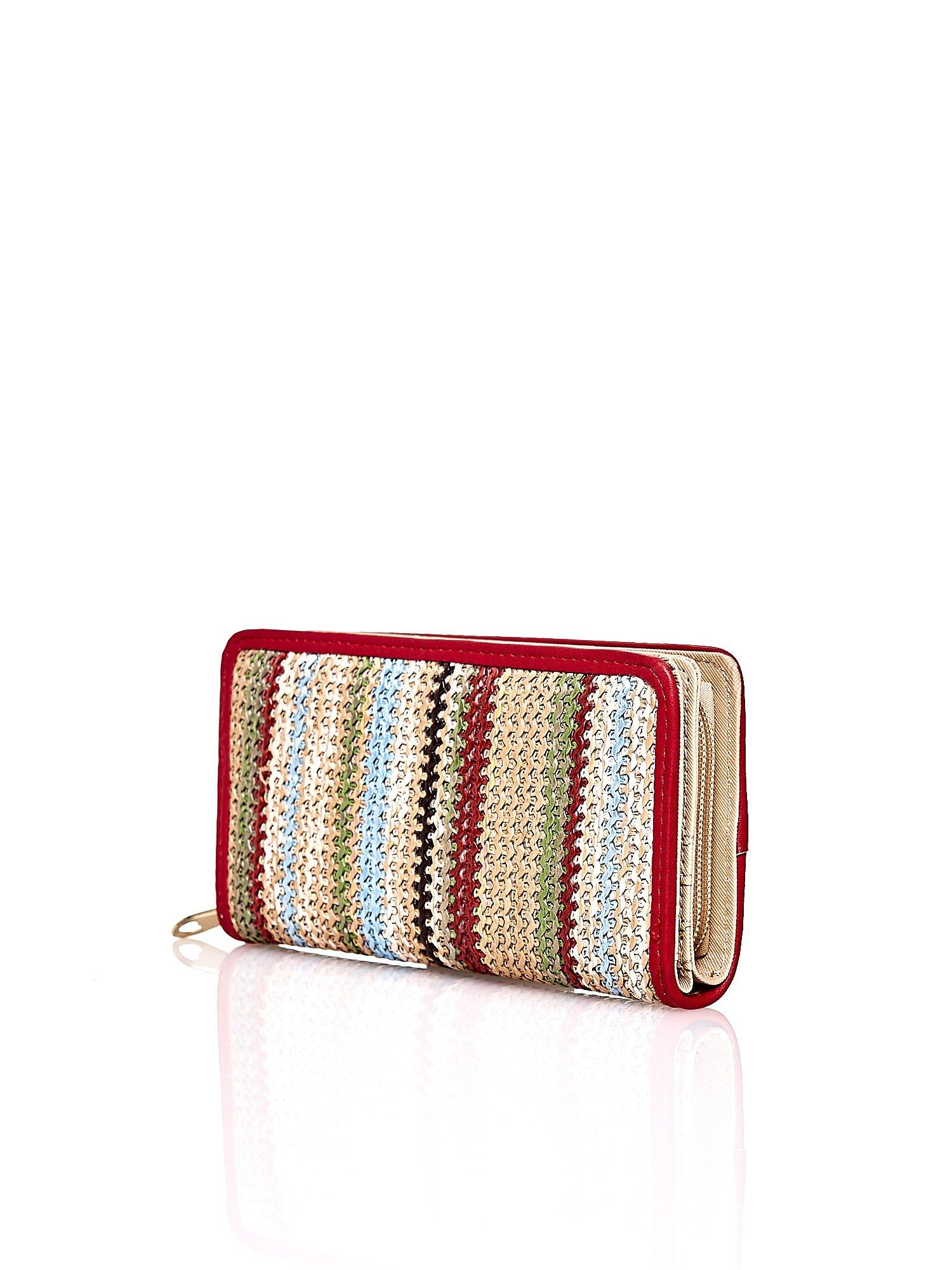 Beżowy pleciony portfel w pionowe czerwone paski                                  zdj.                                  2