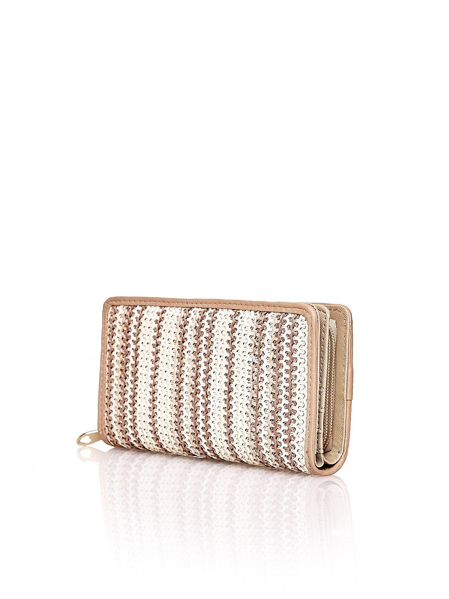 Beżowy pleciony portfel w pionowe paski                                  zdj.                                  2