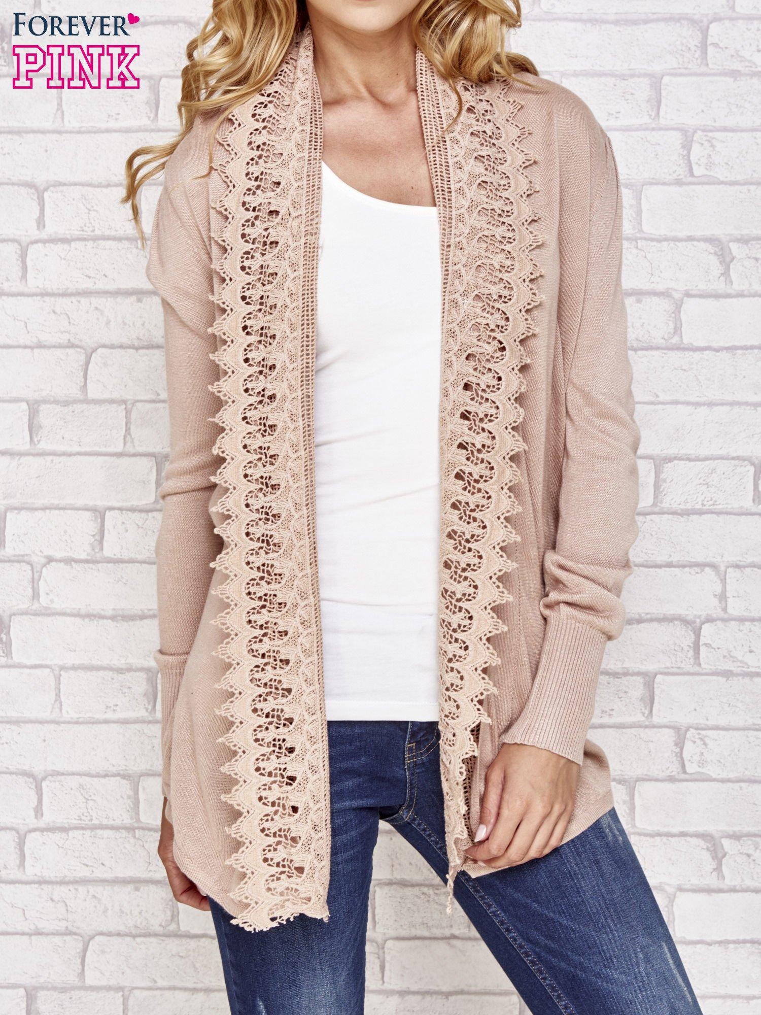 Beżowy sweter kardigan z ażurowym przodem                                  zdj.                                  1