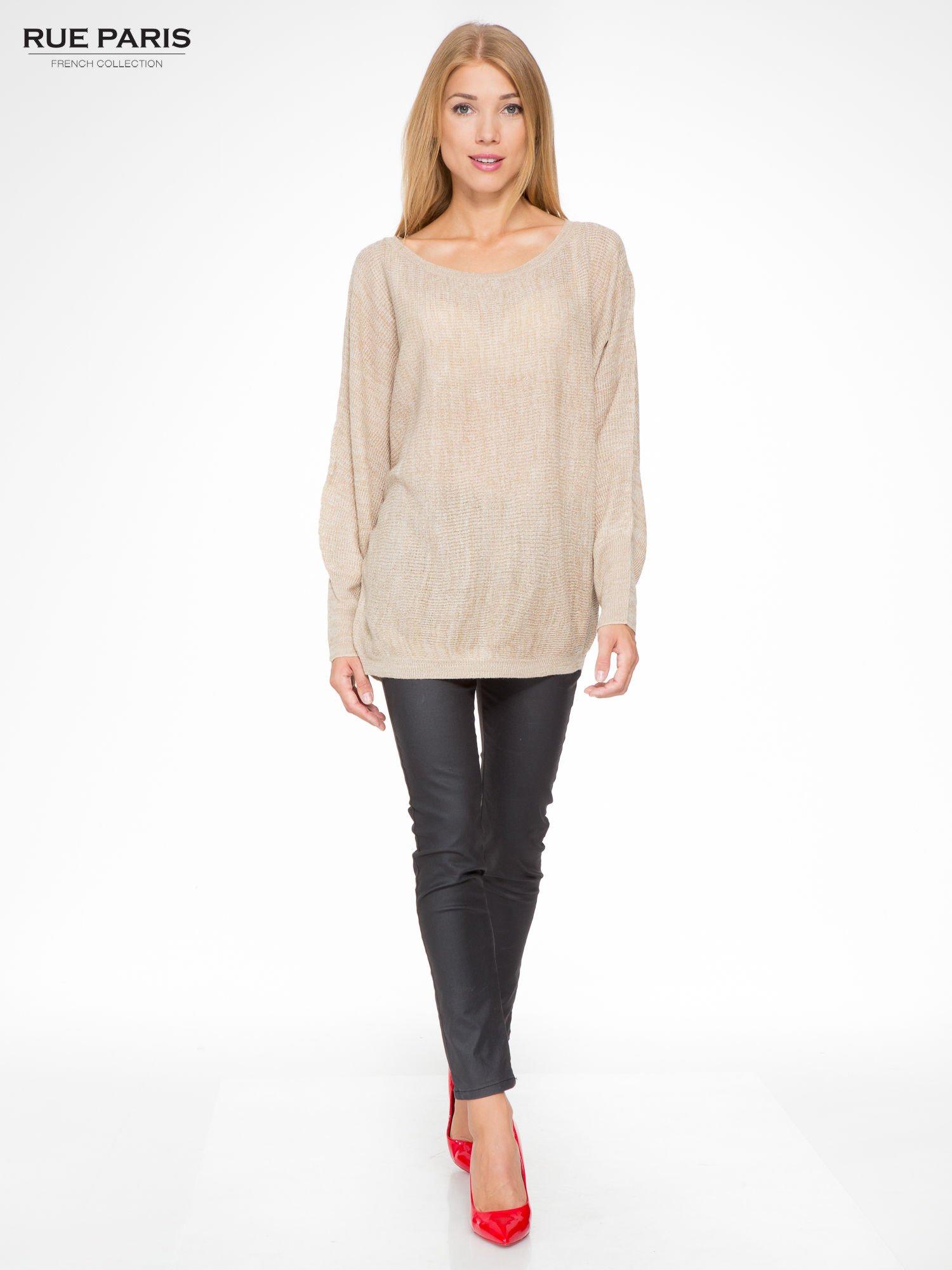 Beżowy sweter z nietoperzowymi rękawami                                  zdj.                                  2
