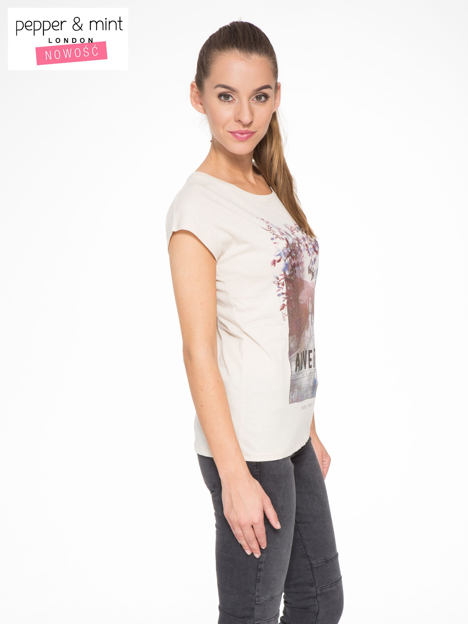 Beżowy t-shirt z fotografią drogi i napisem ADVENTURE                                  zdj.                                  3