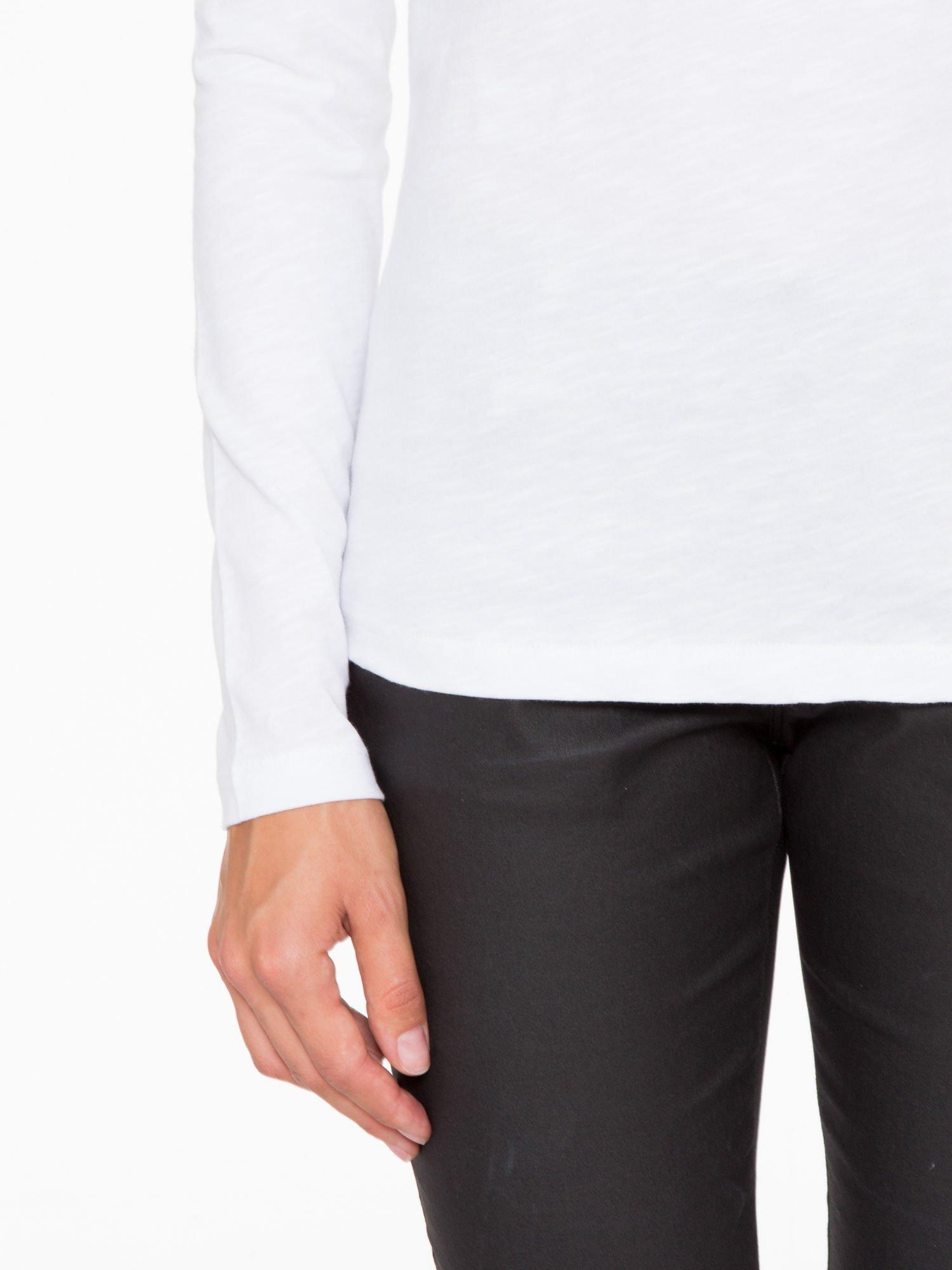Biała basicowa bluzka z długim rękawem                                  zdj.                                  7