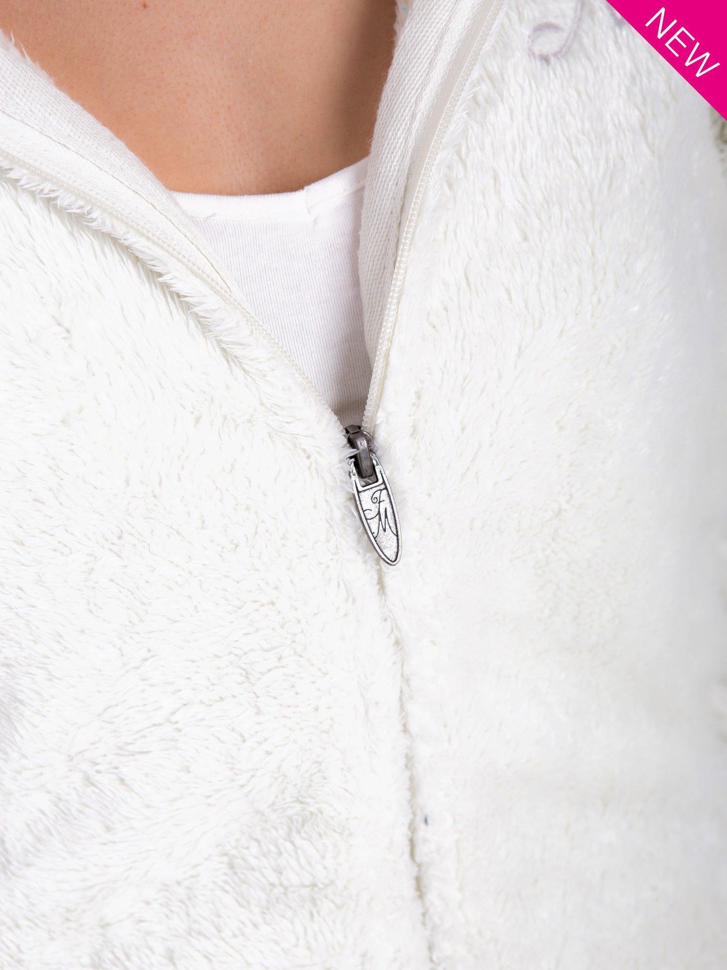 Biała bluza polarowa z kapturem z pomponikami                                  zdj.                                  9