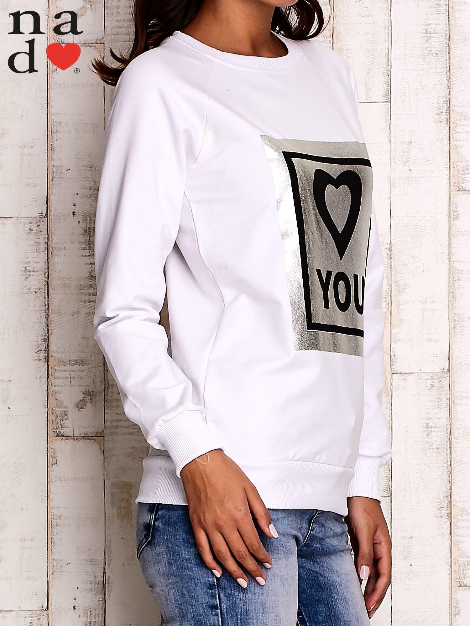 Biała bluza z błyszczącym nadrukiem                                  zdj.                                  4