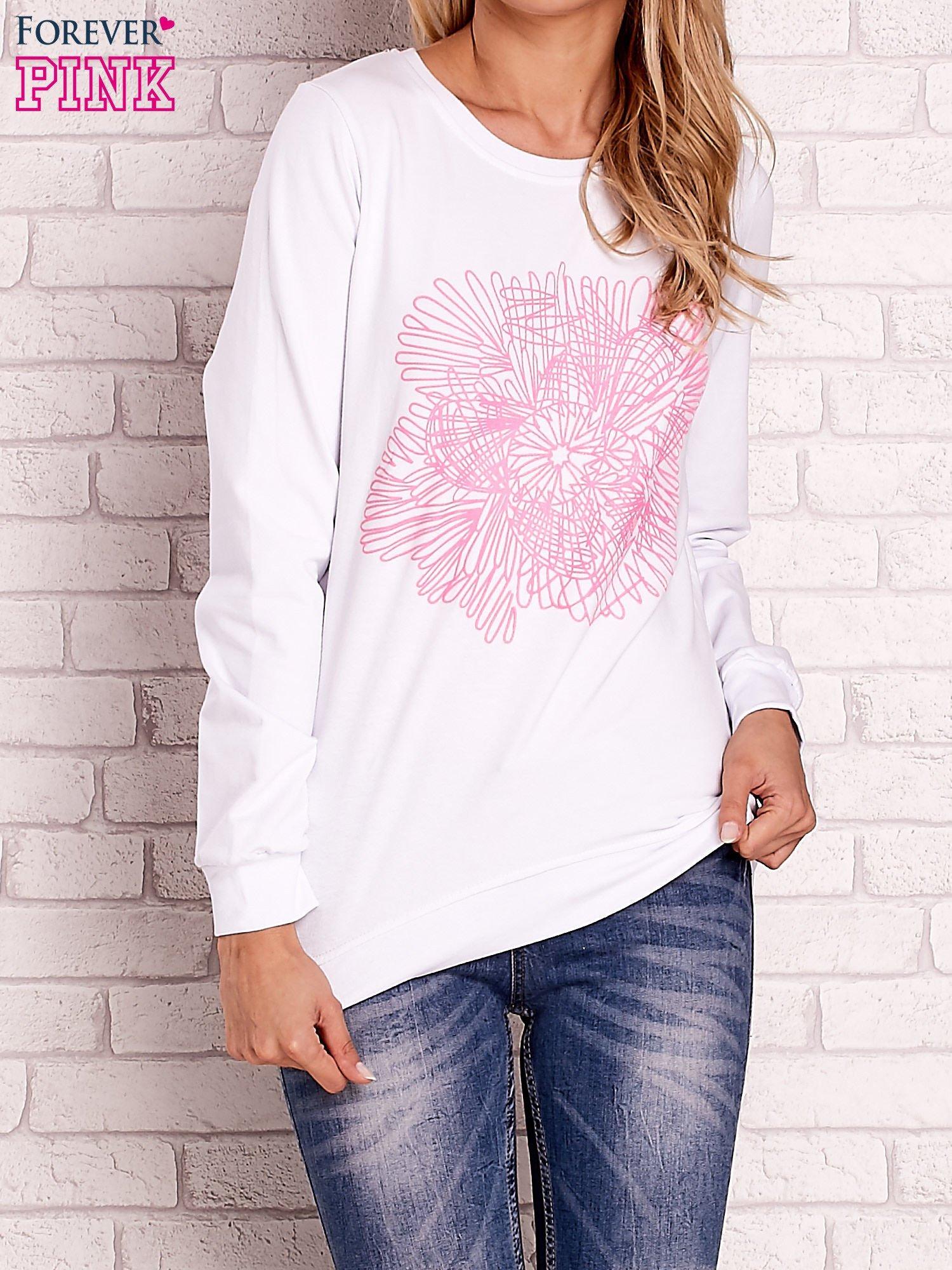 Biała bluza z kolorowym nadrukiem                                  zdj.                                  1