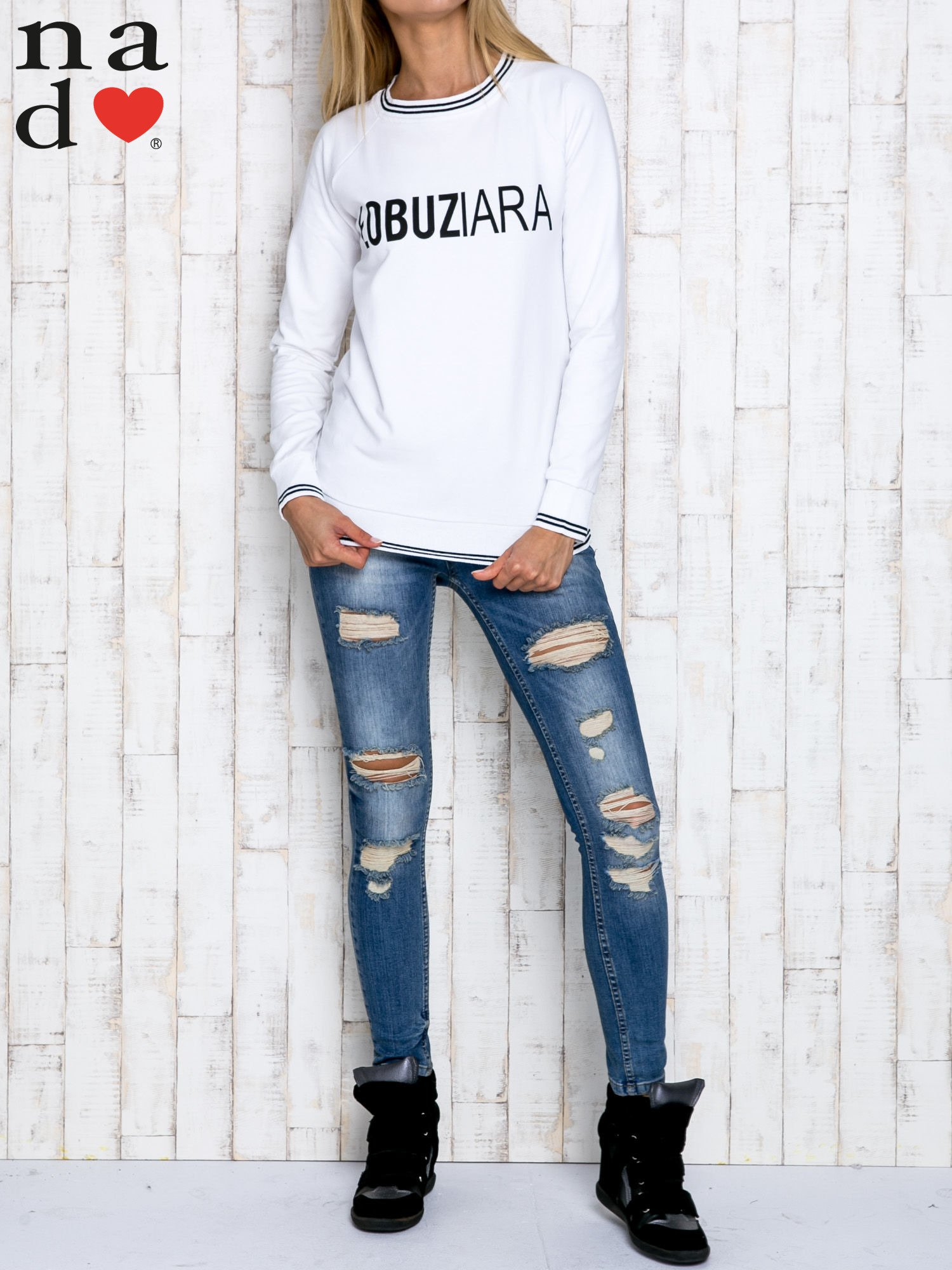Biała bluza z napisem ŁOBUZIARA                                  zdj.                                  2
