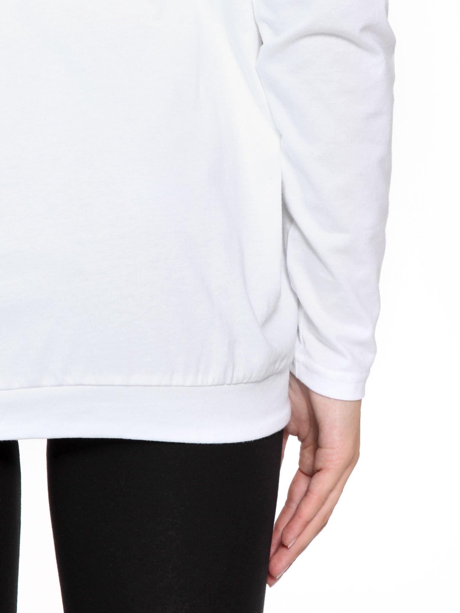 Biała bluzka dresowa z kołnierzokapturem i ściągaczem na dole                                  zdj.                                  12