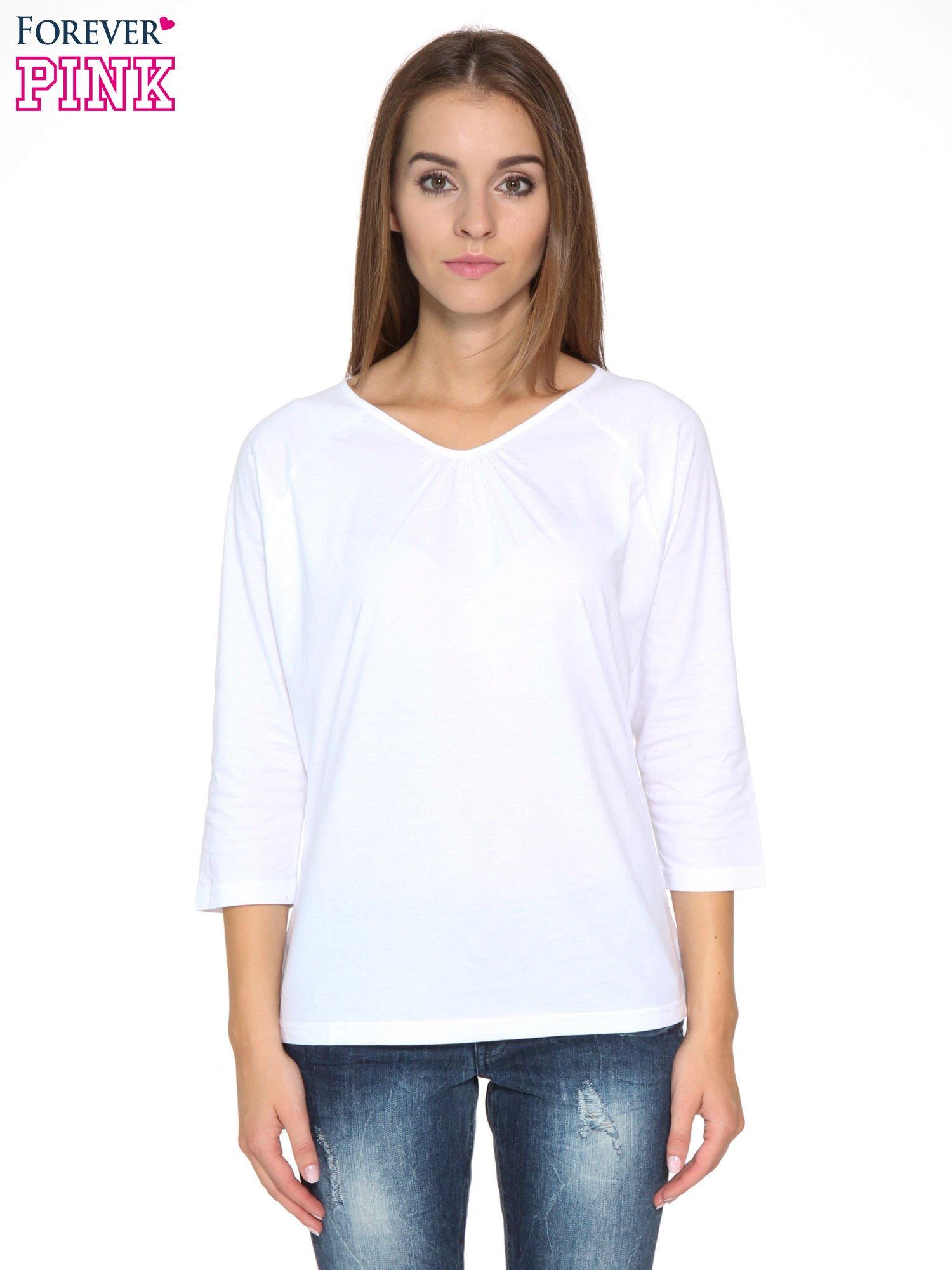 Biała bluzka z marszczonym dekoltem i rękawkami 3/4                                  zdj.                                  1