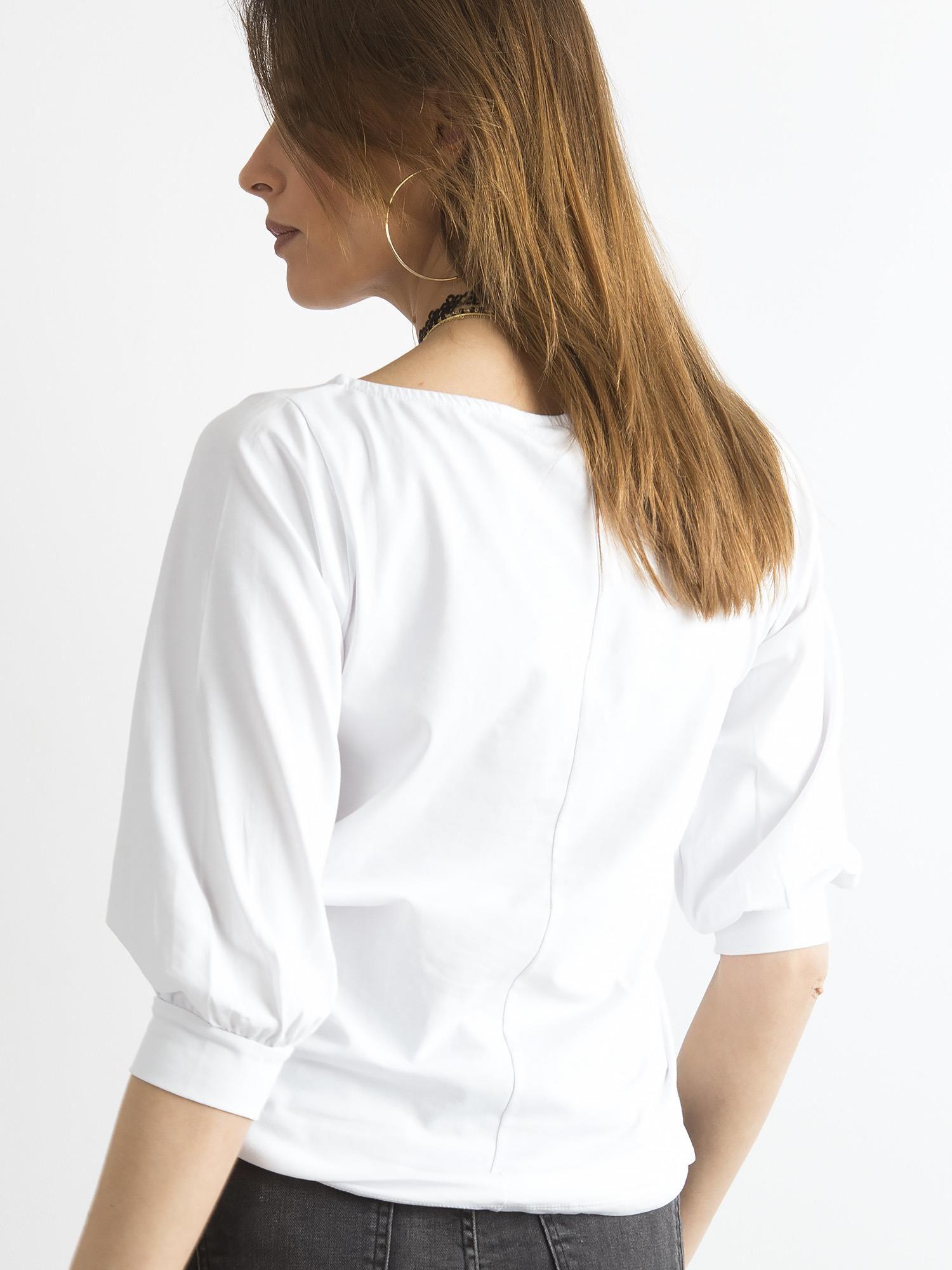 d5fa420d5151de Biała bluzka z nadrukiem i rękawem 3/4 - Bluzka na co dzień - sklep ...