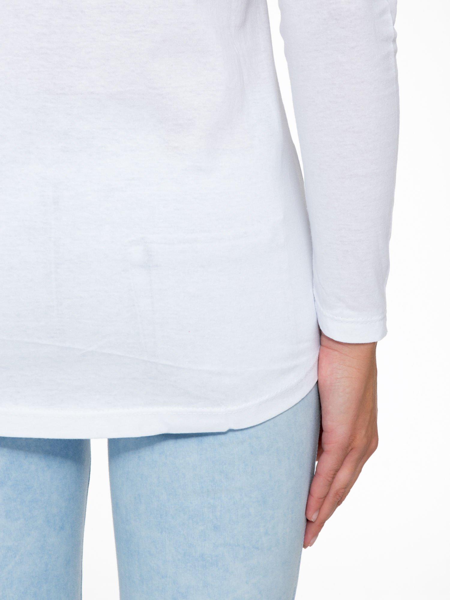 Biała bluzka z nadrukiem kwiatowym i napisem BEAUTY                                  zdj.                                  10