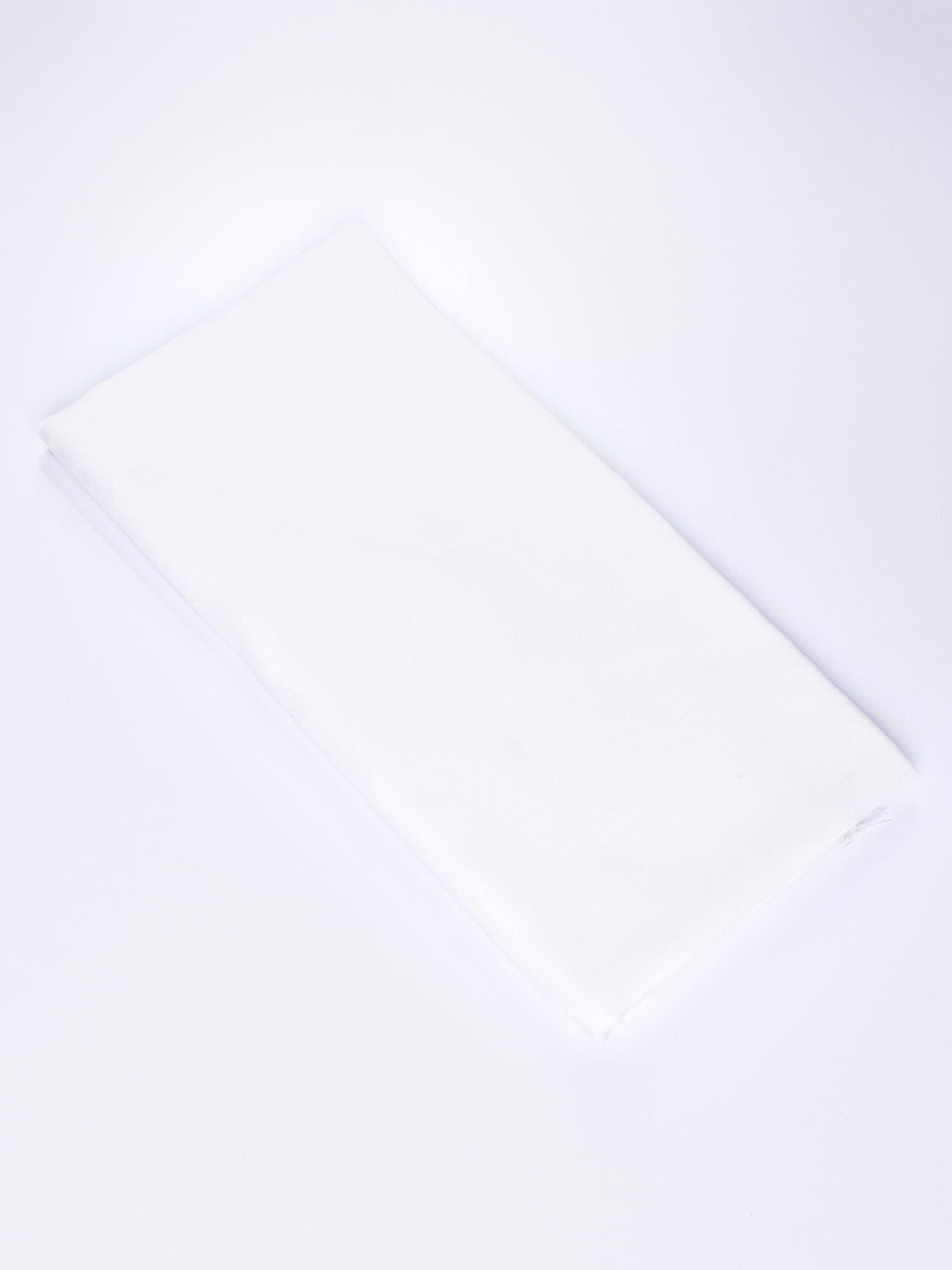 Biała chustka w geometryczny wzór z frędzlami na końcach                                  zdj.                                  3