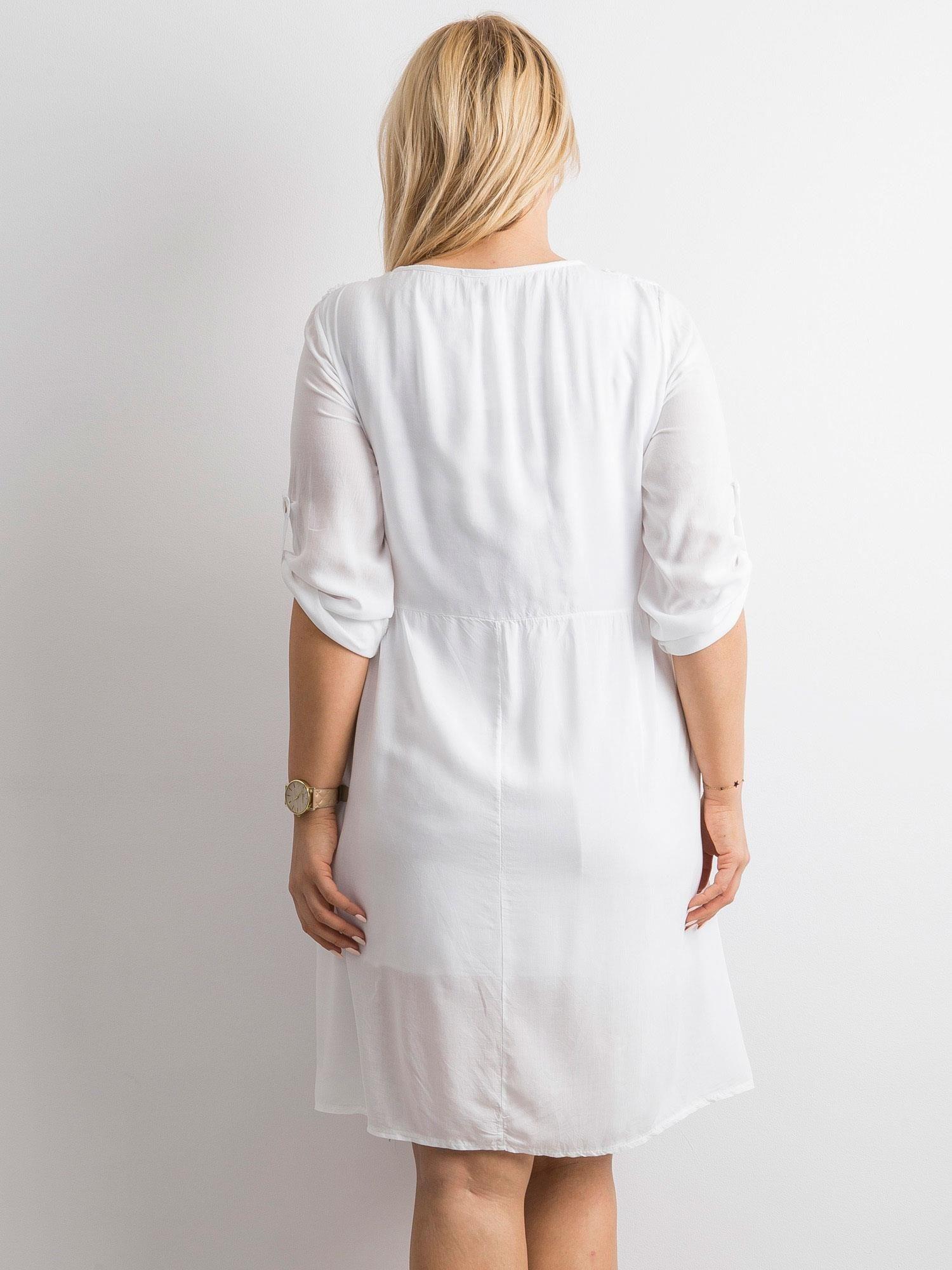 57a496d539 Biała damska sukienka z koronką PLUS SIZE - Sukienka plus size ...
