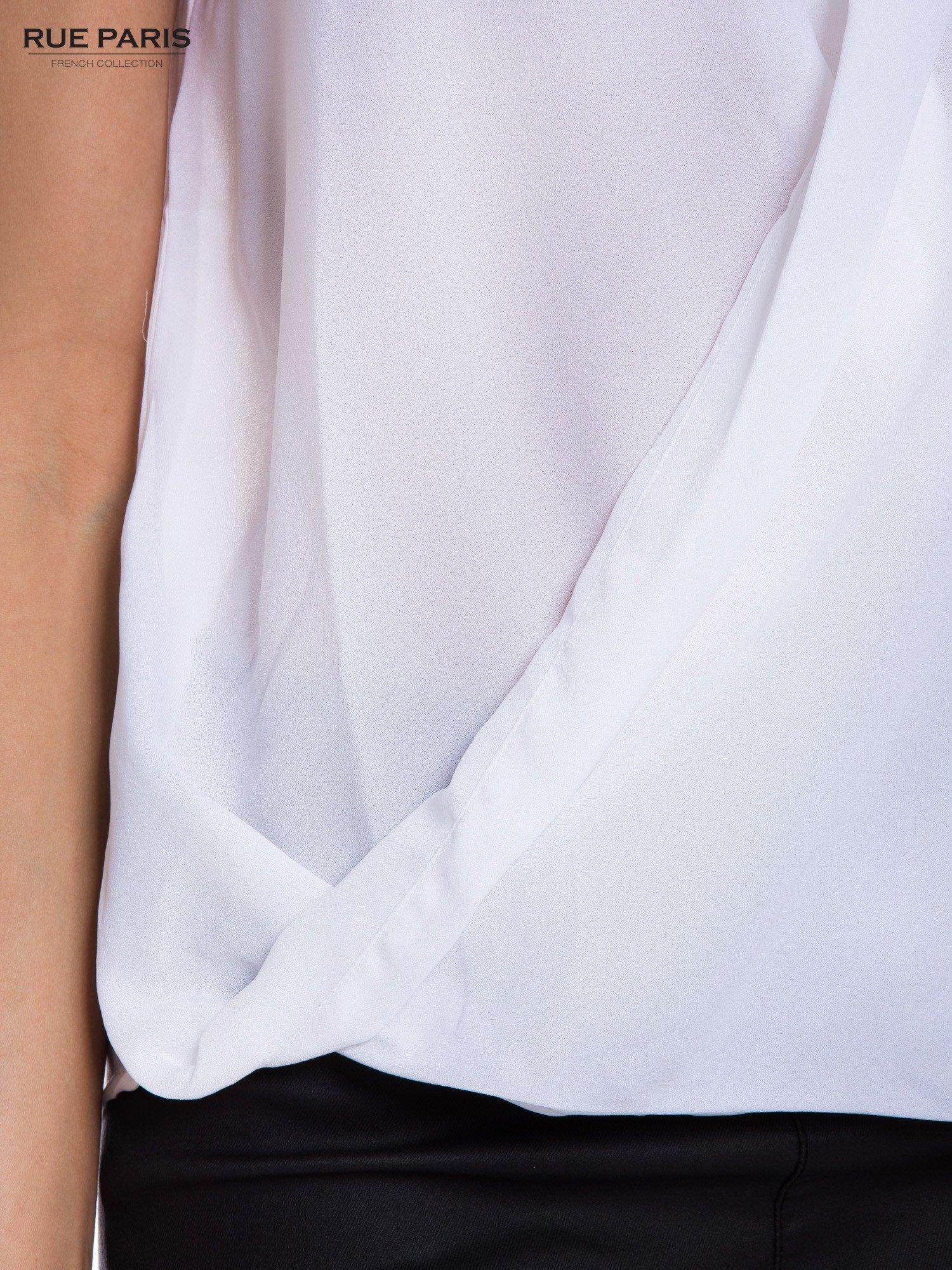 Biała elegancka koszula z kopertowym dekoltem                                  zdj.                                  6
