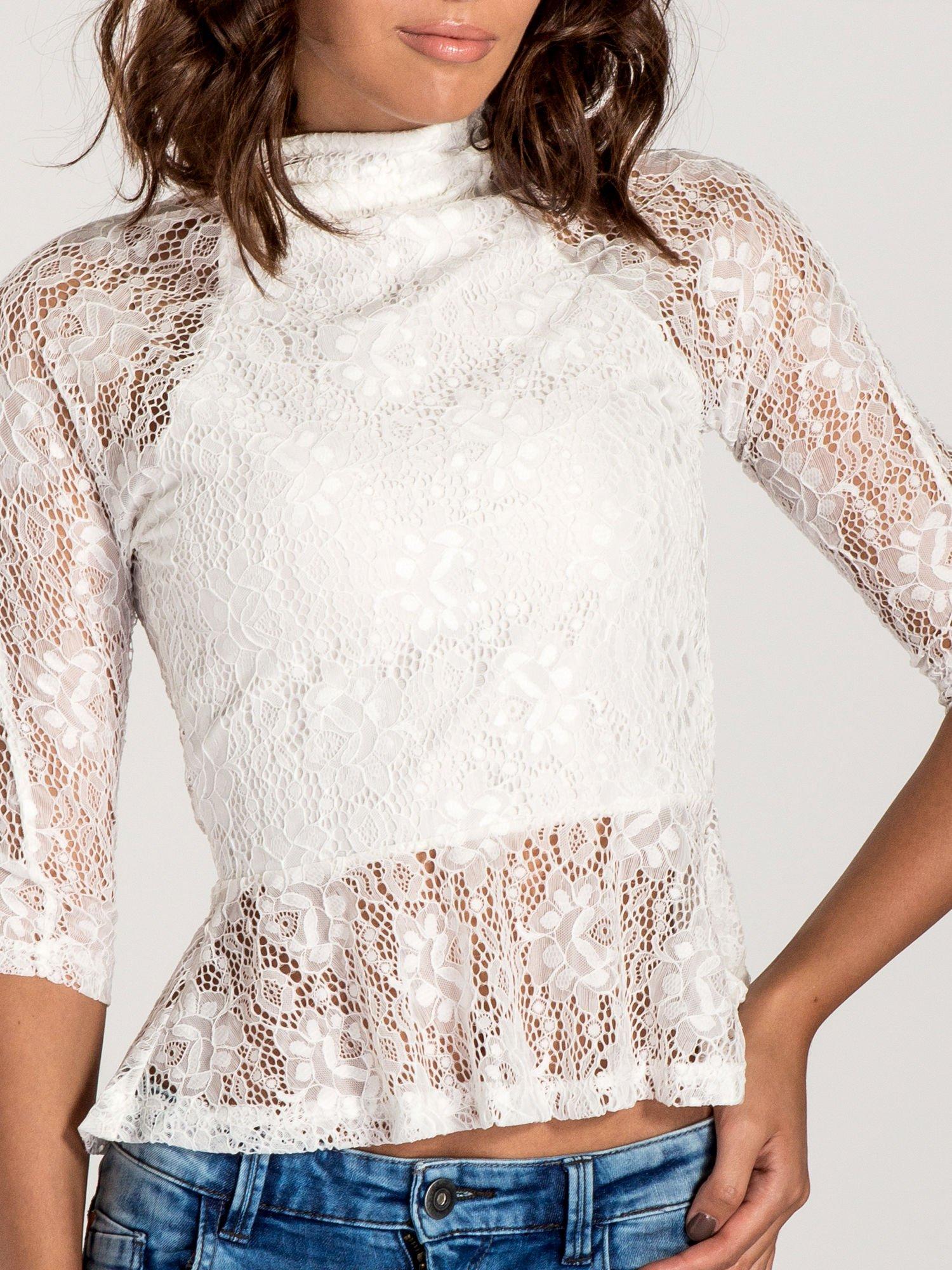 Biała koronkowa bluzka z baskinką                                  zdj.                                  6