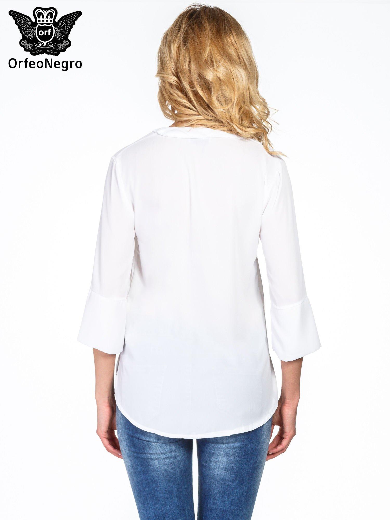 Biała koszula z dłuższym tyłem i rękawkami 3/4                                  zdj.                                  2