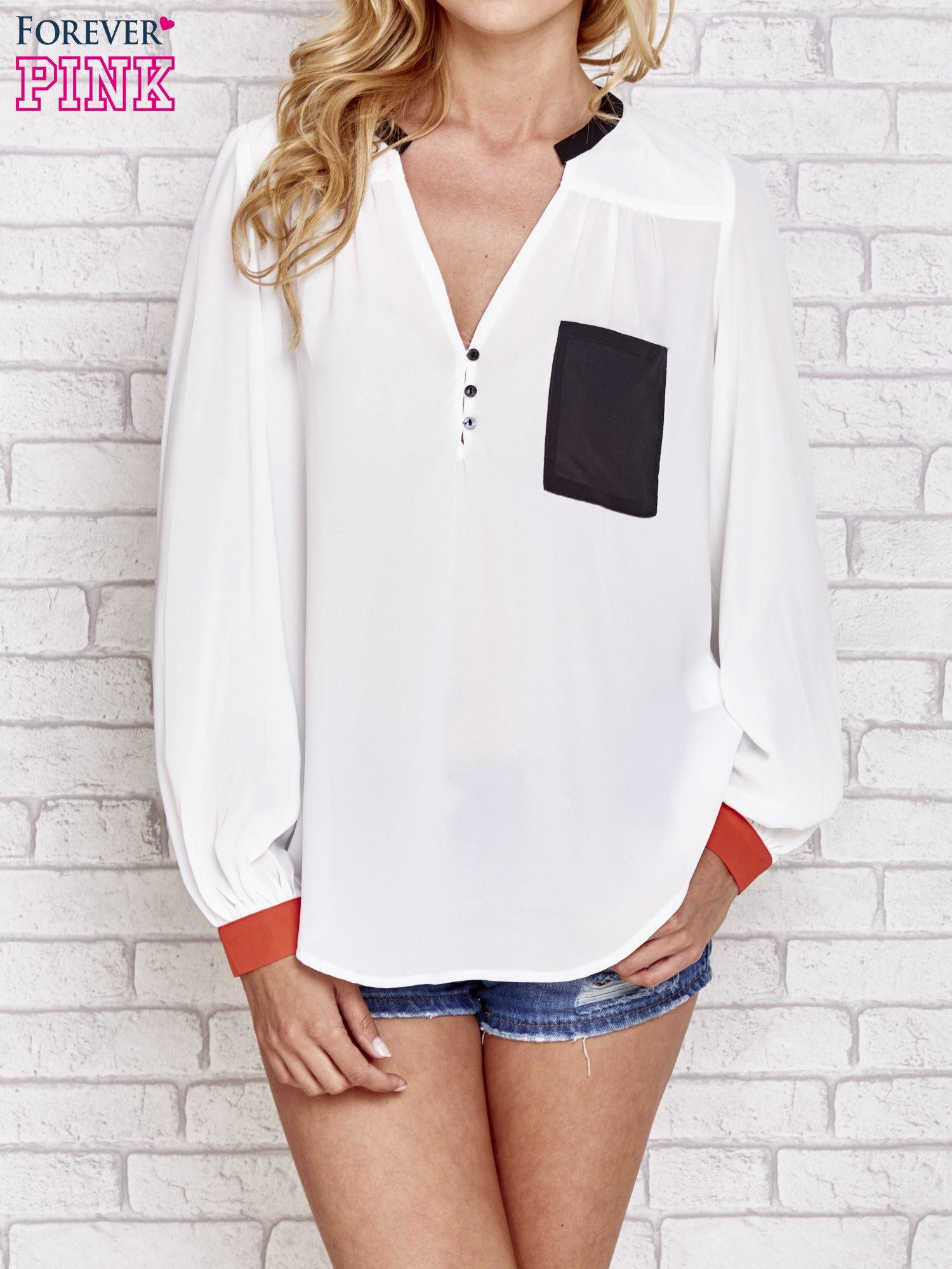Biała koszula z kontrastową kieszenią i mankietami                                  zdj.                                  1