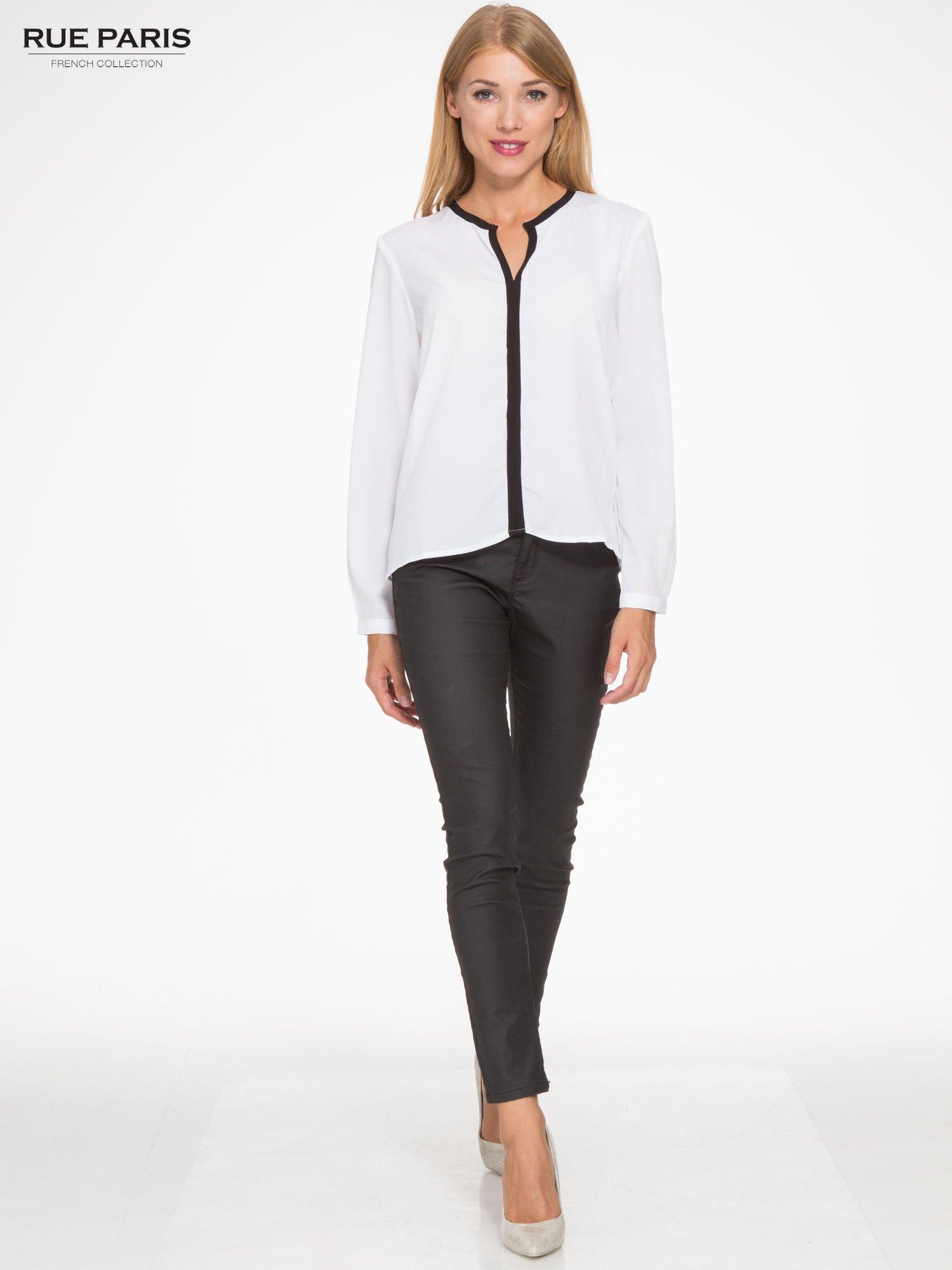 Biała koszula z kontrastową listwą                                  zdj.                                  2