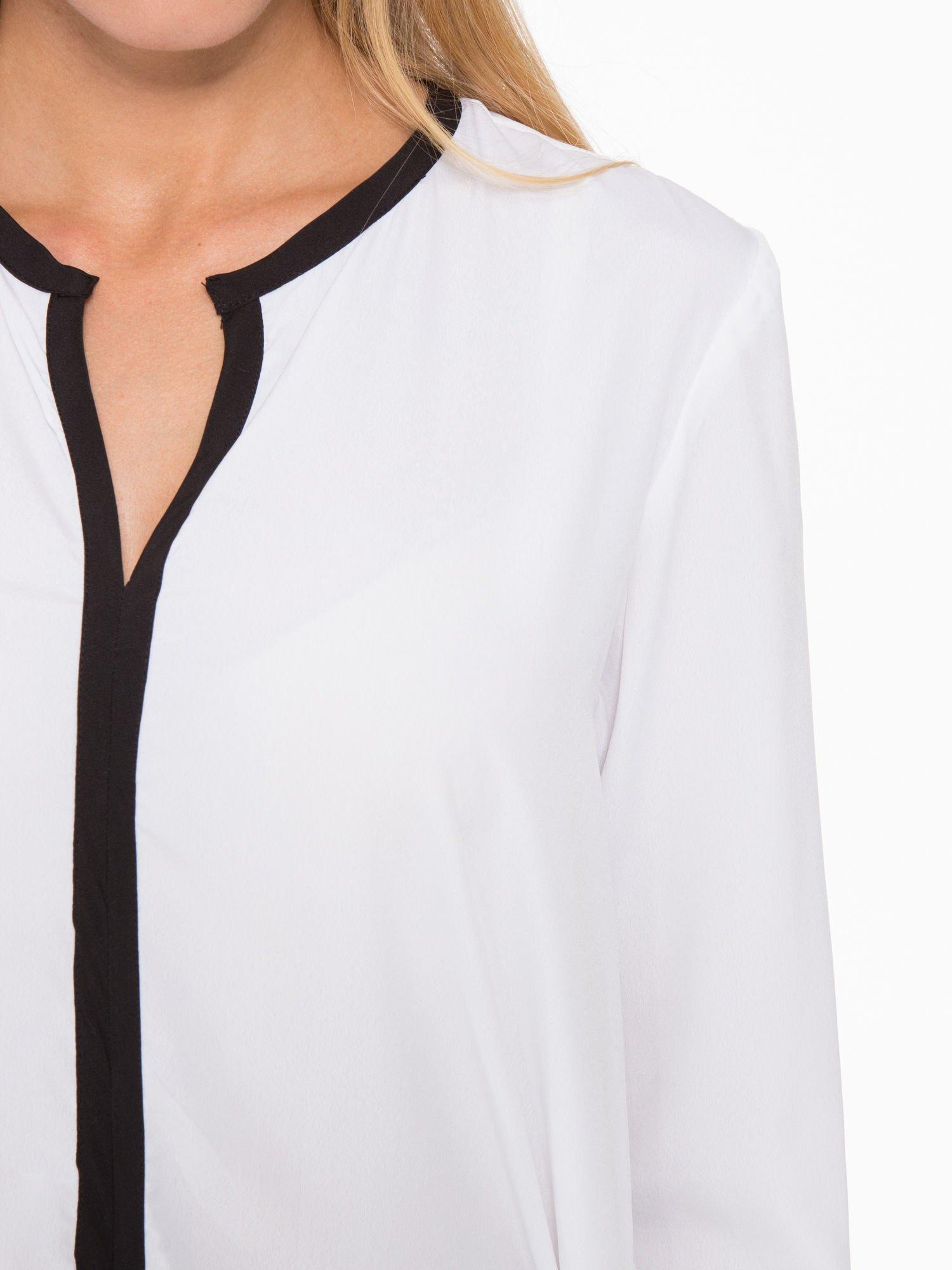 Biała koszula z kontrastową listwą                                  zdj.                                  7