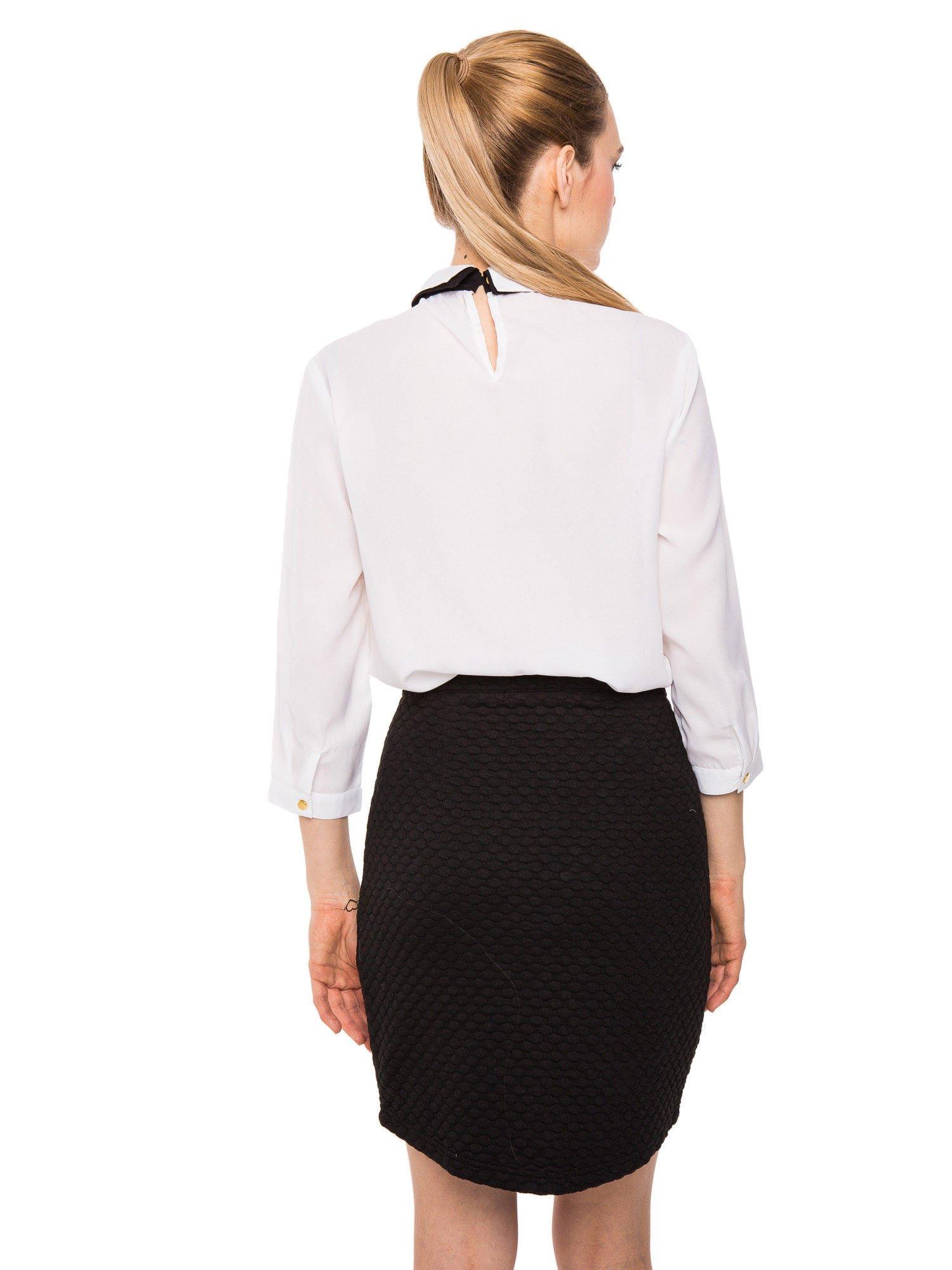 Biała koszula z kontrastowym pasem i kołnierzykiem                                  zdj.                                  8
