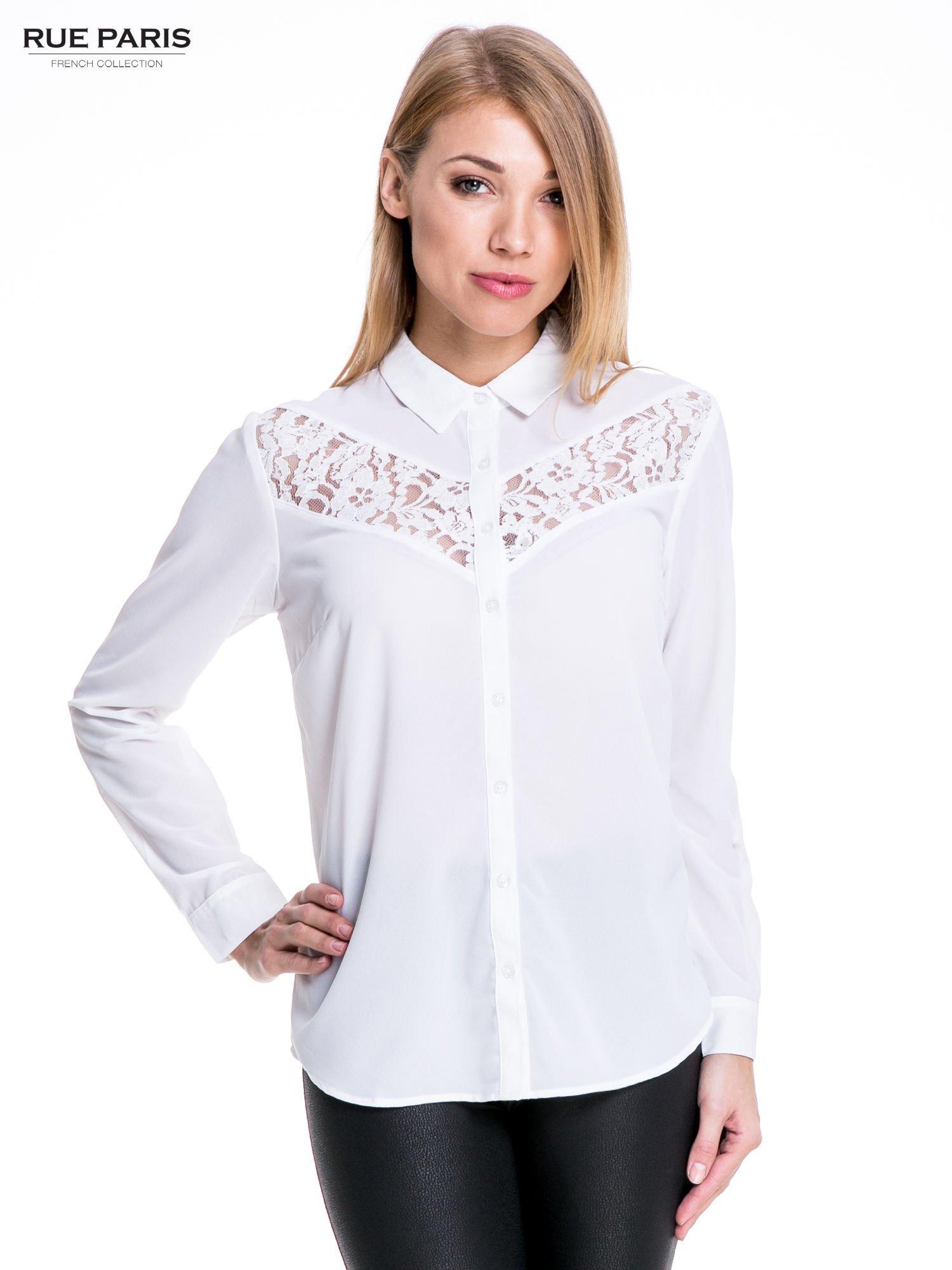 Biała koszula z koronkową wstawką na górze                                  zdj.                                  1