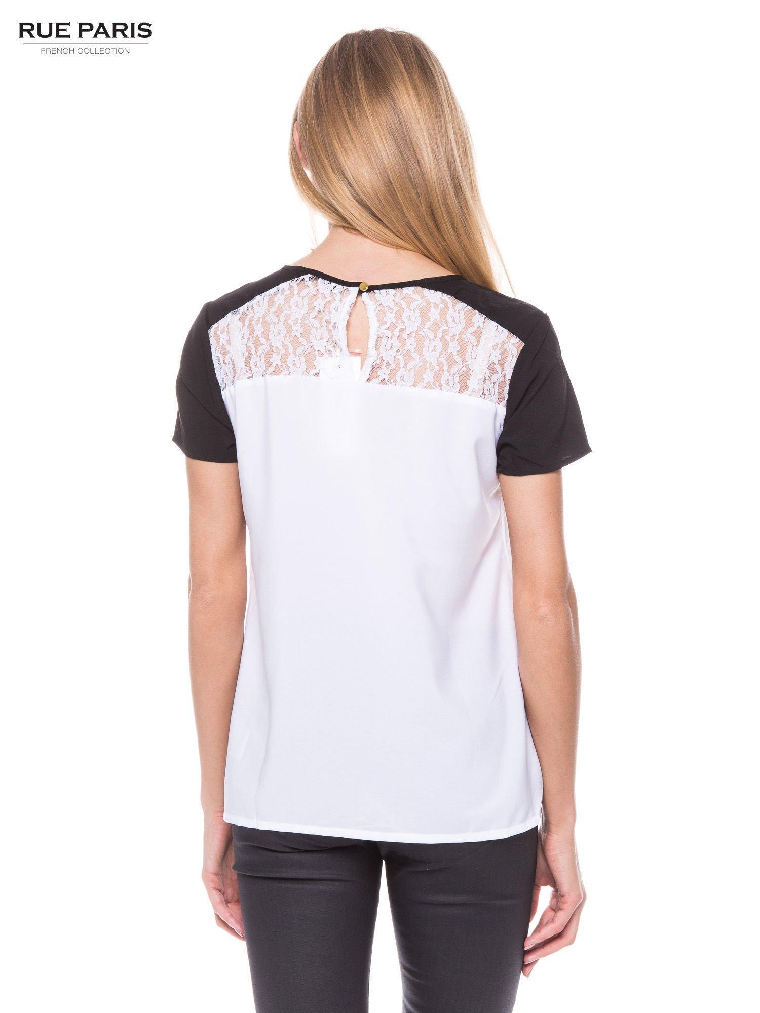 Biała koszula z koronkowym karczkiem i kontrastowymi rękawami                                  zdj.                                  3