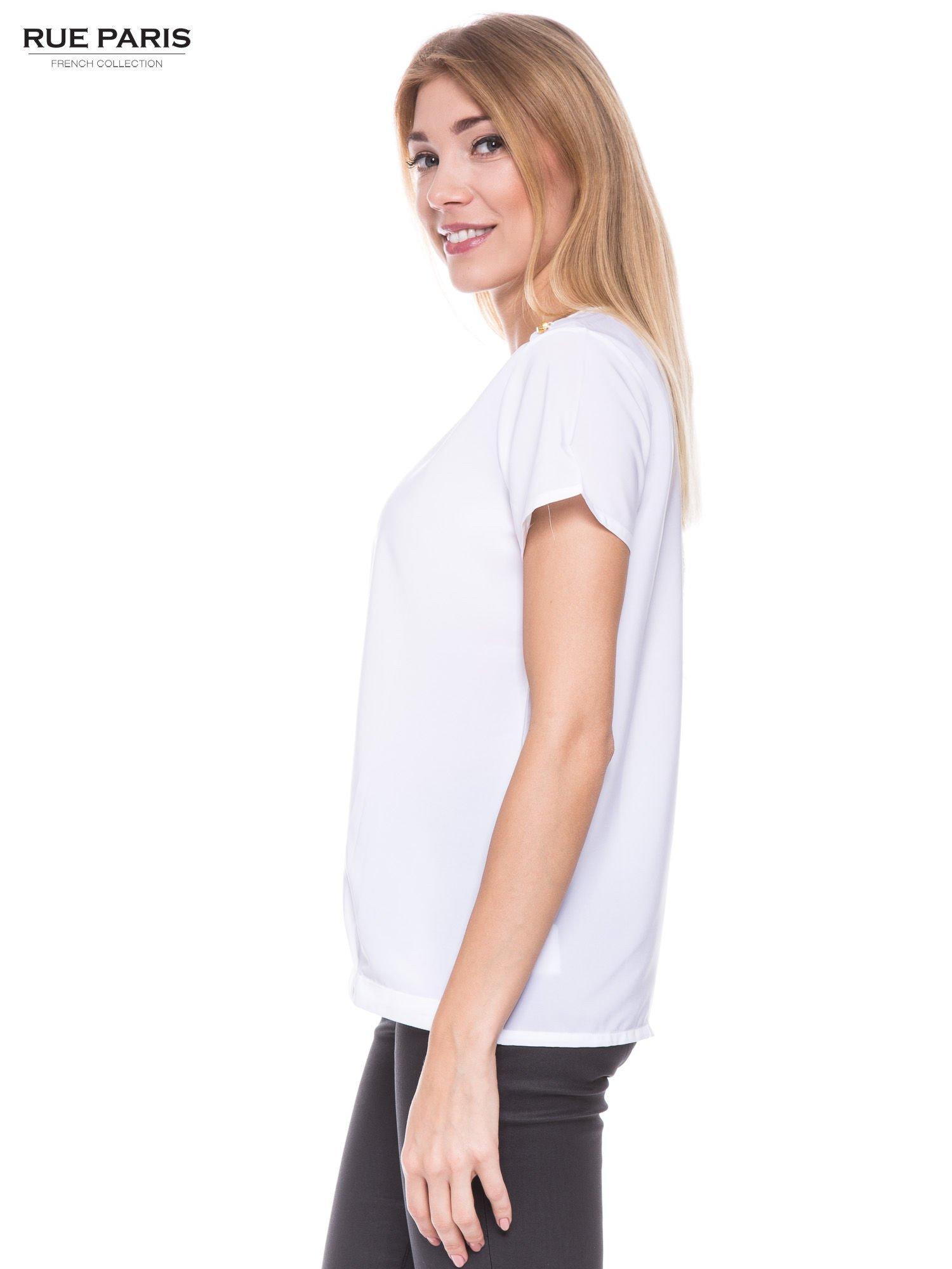Biała koszula ze złotymi ćwiekami na ramionach                                  zdj.                                  2