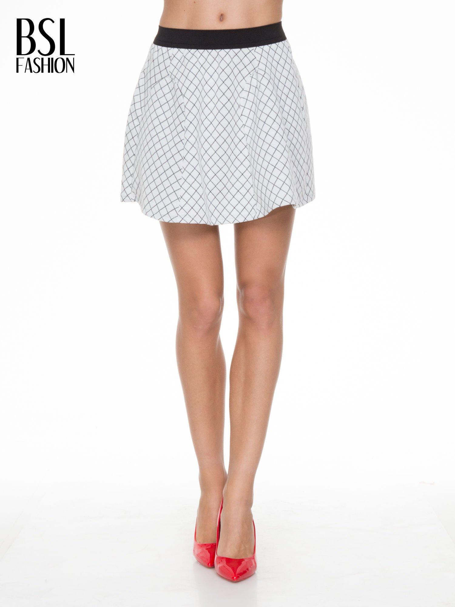Biała rozkloszowana mini spódniczka w kratkę                                  zdj.                                  1