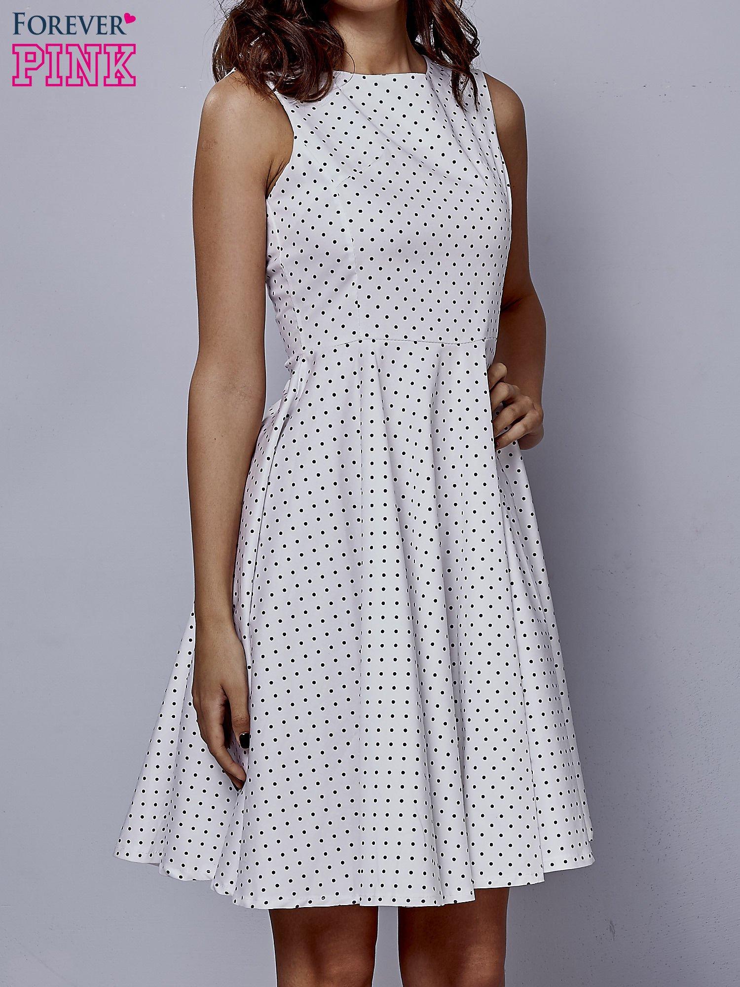 Biała rozkloszowana sukienka w groszki                                  zdj.                                  1