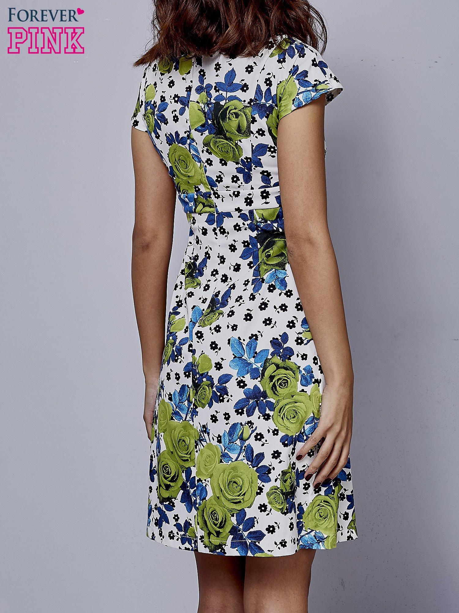 Biała rozkloszowana sukienka z krótkim rękawem w zielone kwiaty                                  zdj.                                  4