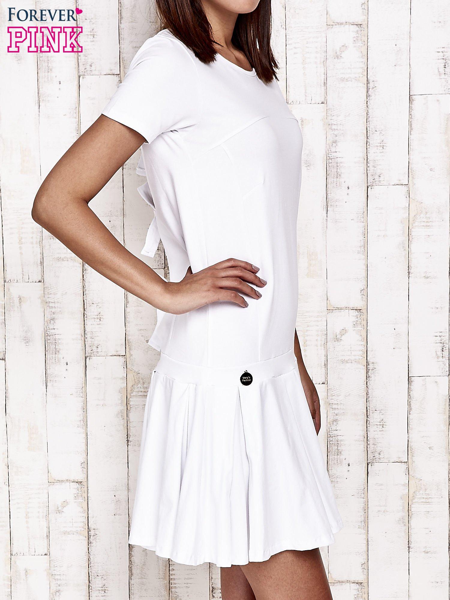 Biała sukienka dresowa z kokardami z tyłu                                  zdj.                                  3