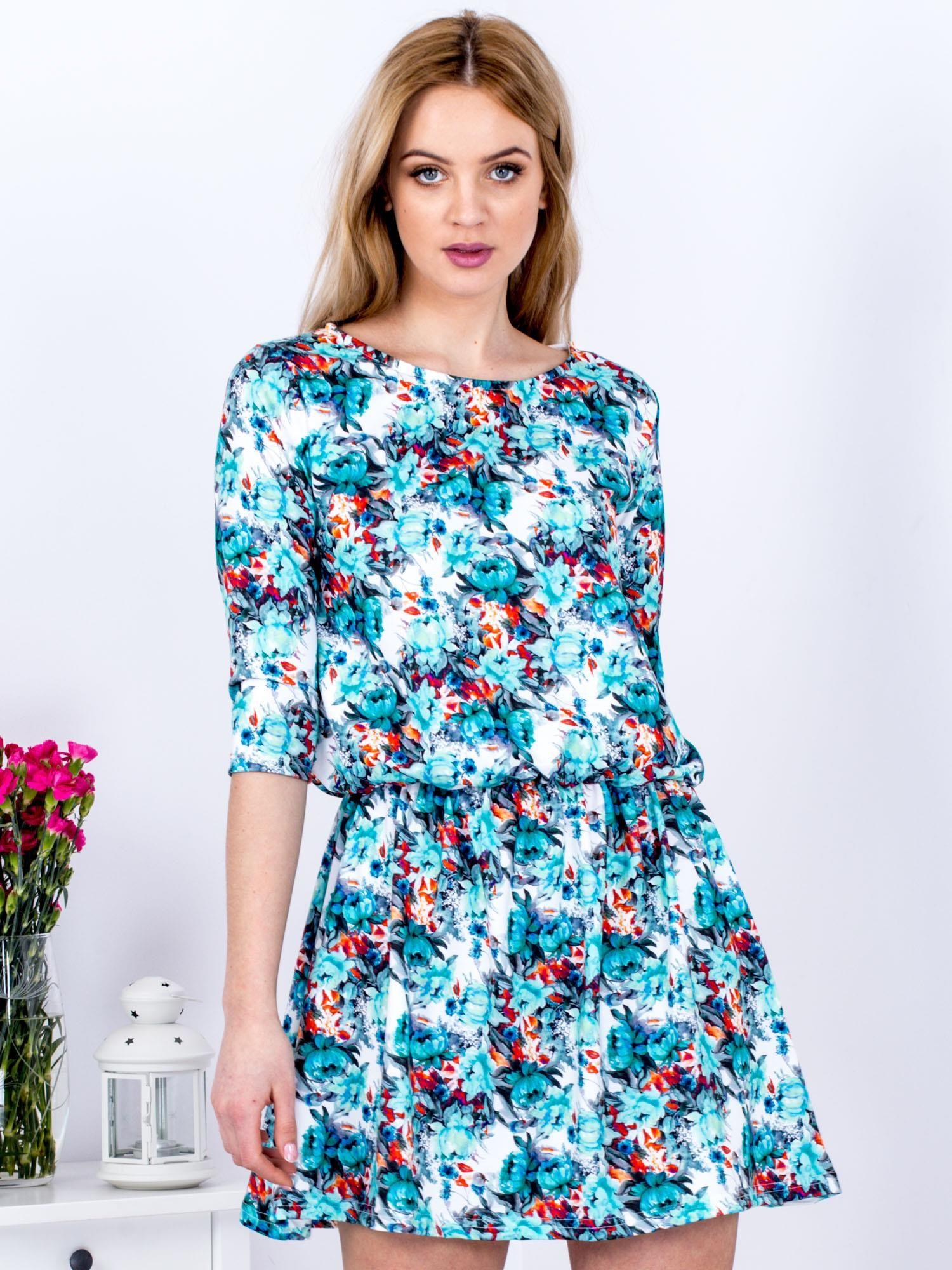 49f835877907b4 Biała sukienka w drobne kwiaty - Sukienka z printem - sklep eButik.pl