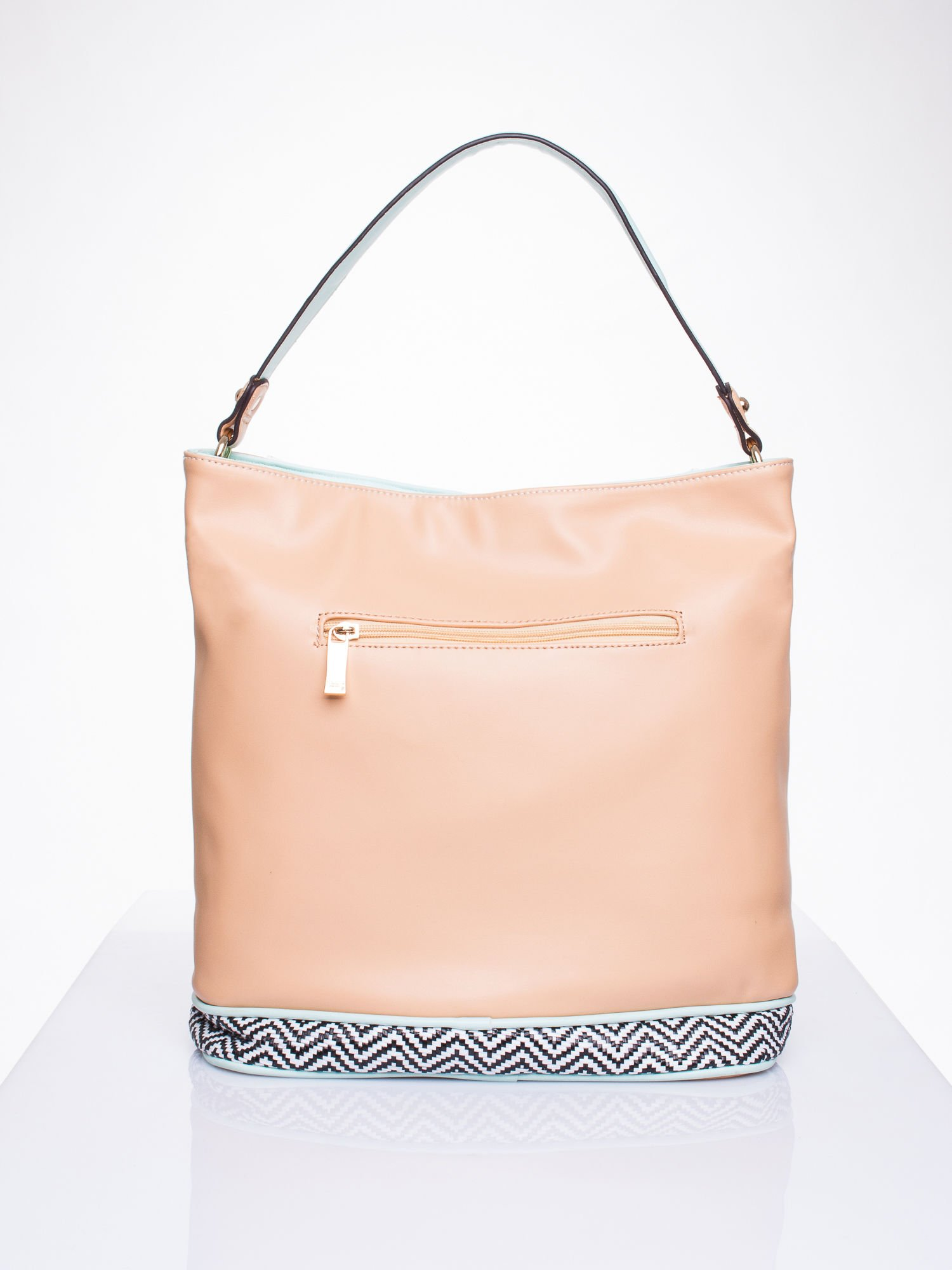 Biała torba na ramię z motywem geometrycznym                                  zdj.                                  2
