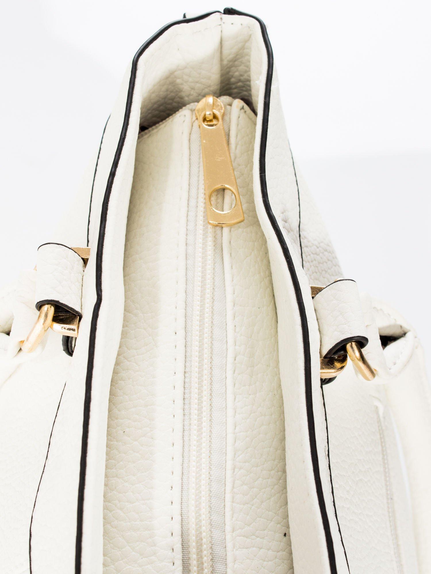 Biała torba na ramię ze złotymi okuciami                                  zdj.                                  9