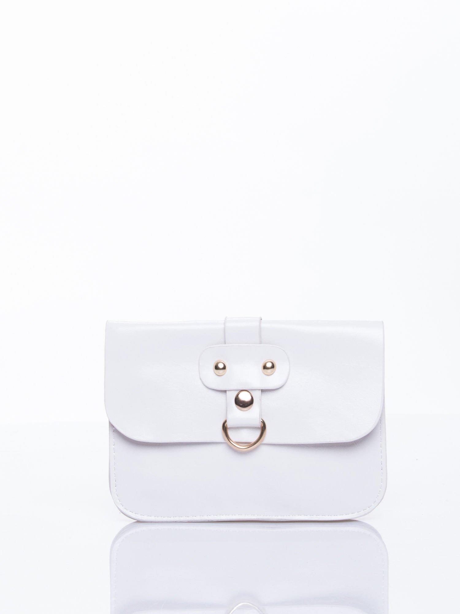 Biała torebka listonoszka z klapką                                  zdj.                                  1