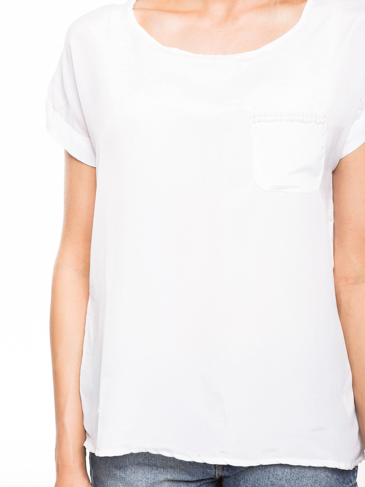 Biała zwiewna koszula z kieszonką obszytą perłami                                  zdj.                                  6