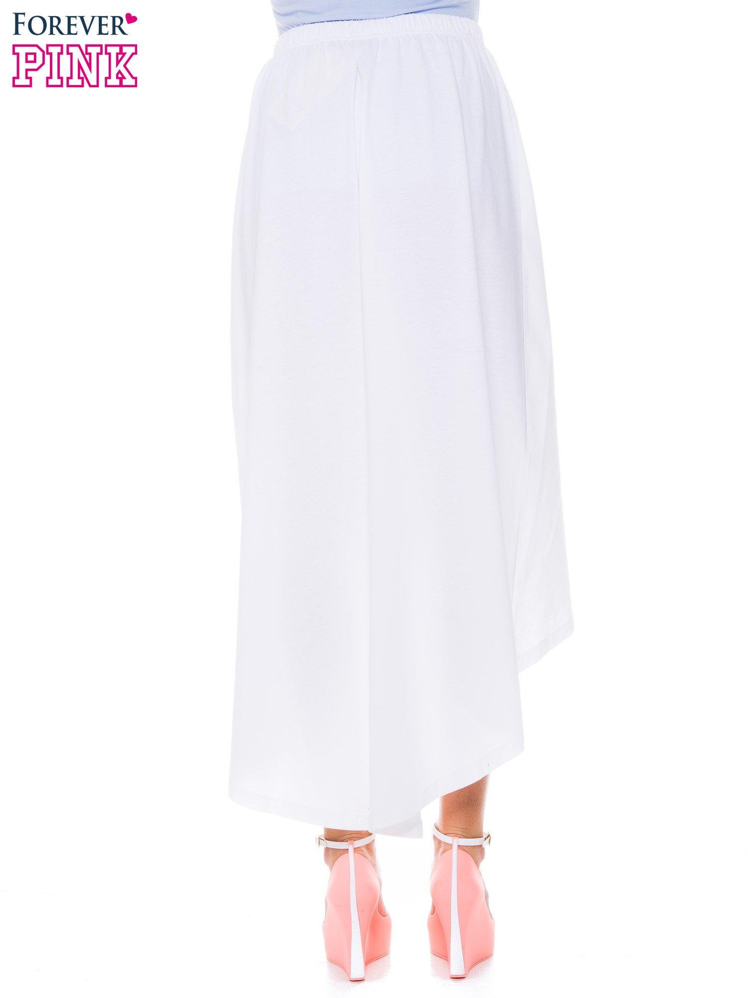 Biała zwiewna spódnica z dłuższym tyłem                                  zdj.                                  3