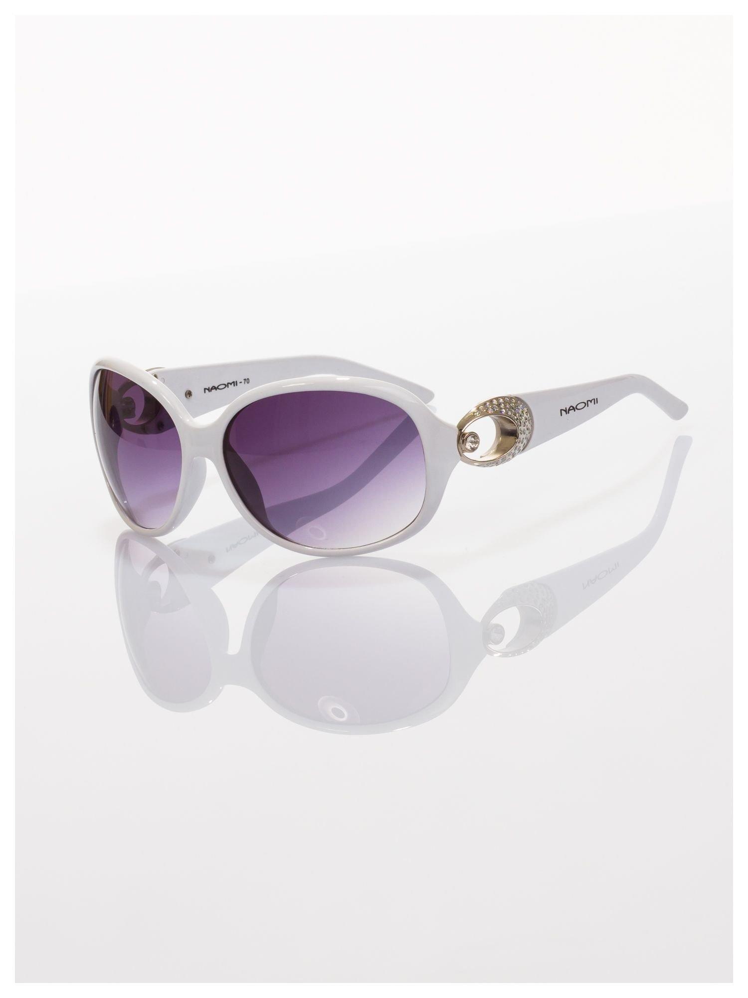 Białe eleganckie okulary o owalnym kształcie typu MUCHY i srebrnym zdobieniu na zauszniku                                   zdj.                                  4