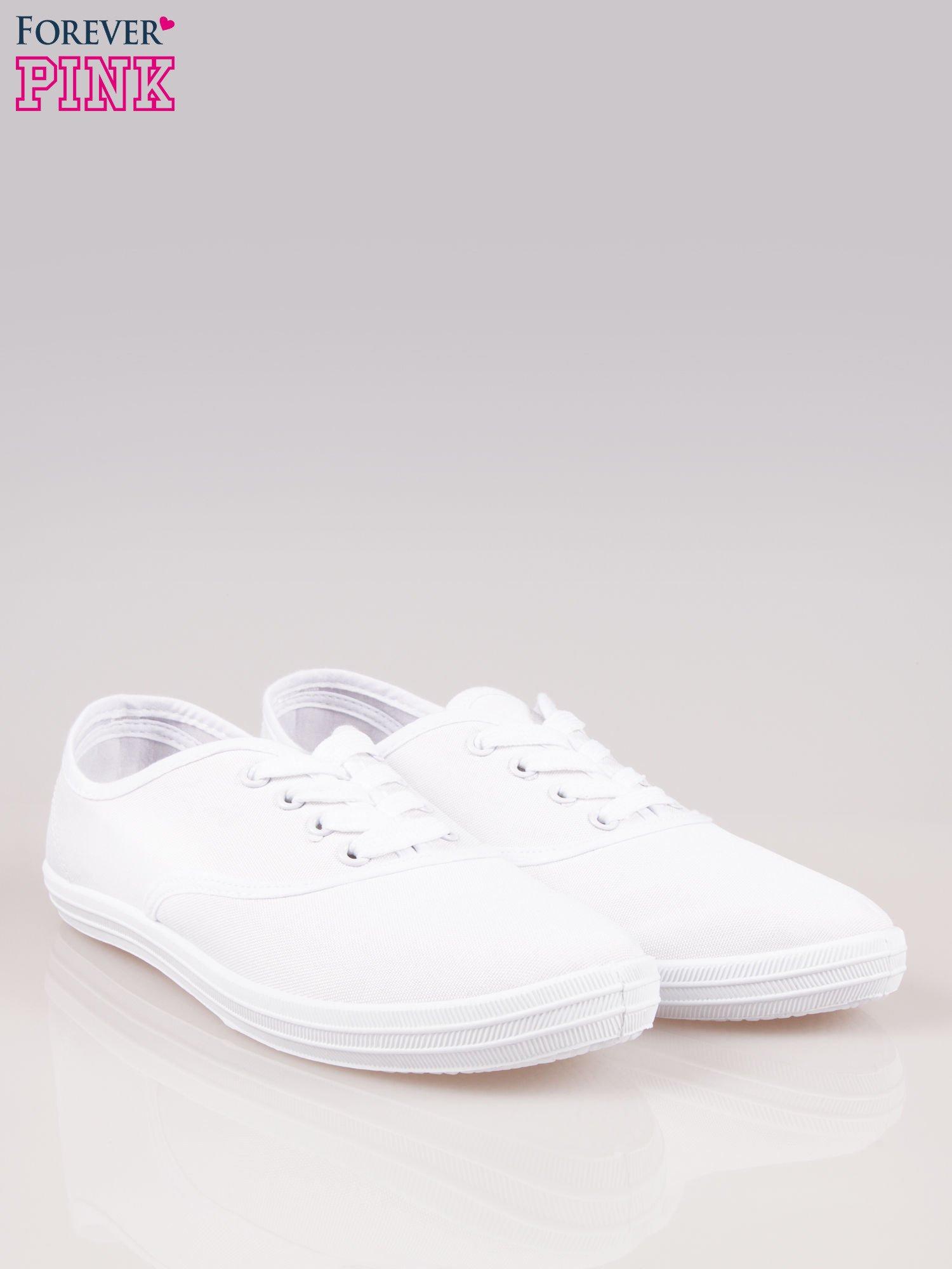 Białe klasyczne tenisówki damskie                                  zdj.                                  2