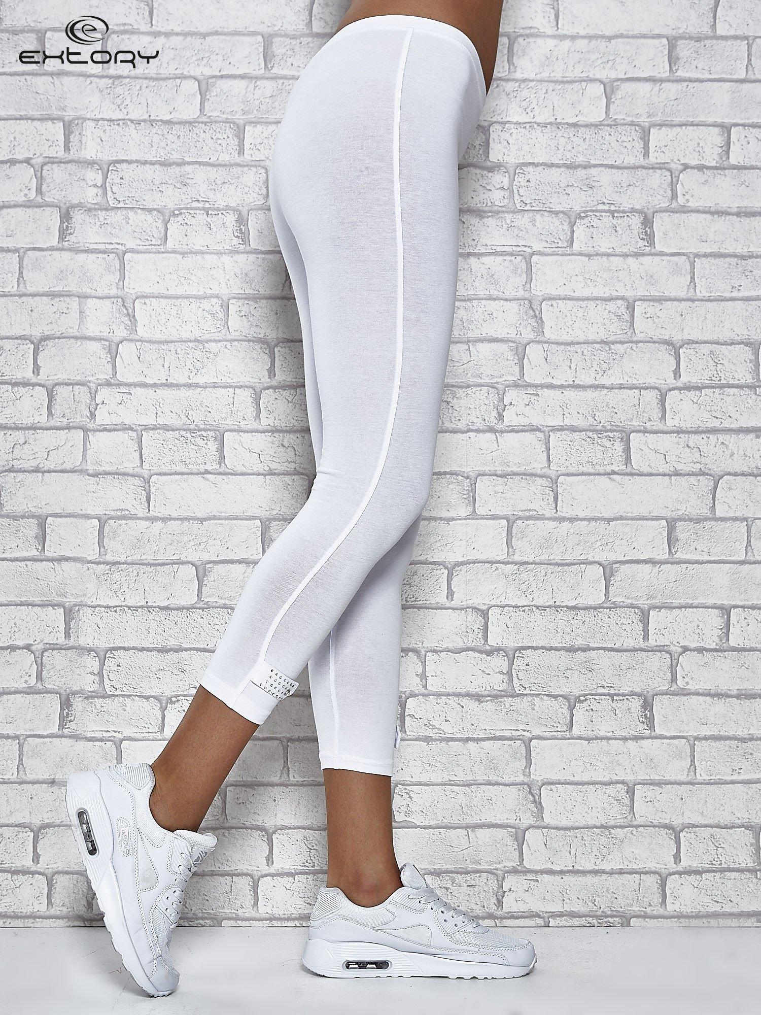 Białe legginsy sportowe z patką z dżetów na dole                                  zdj.                                  5