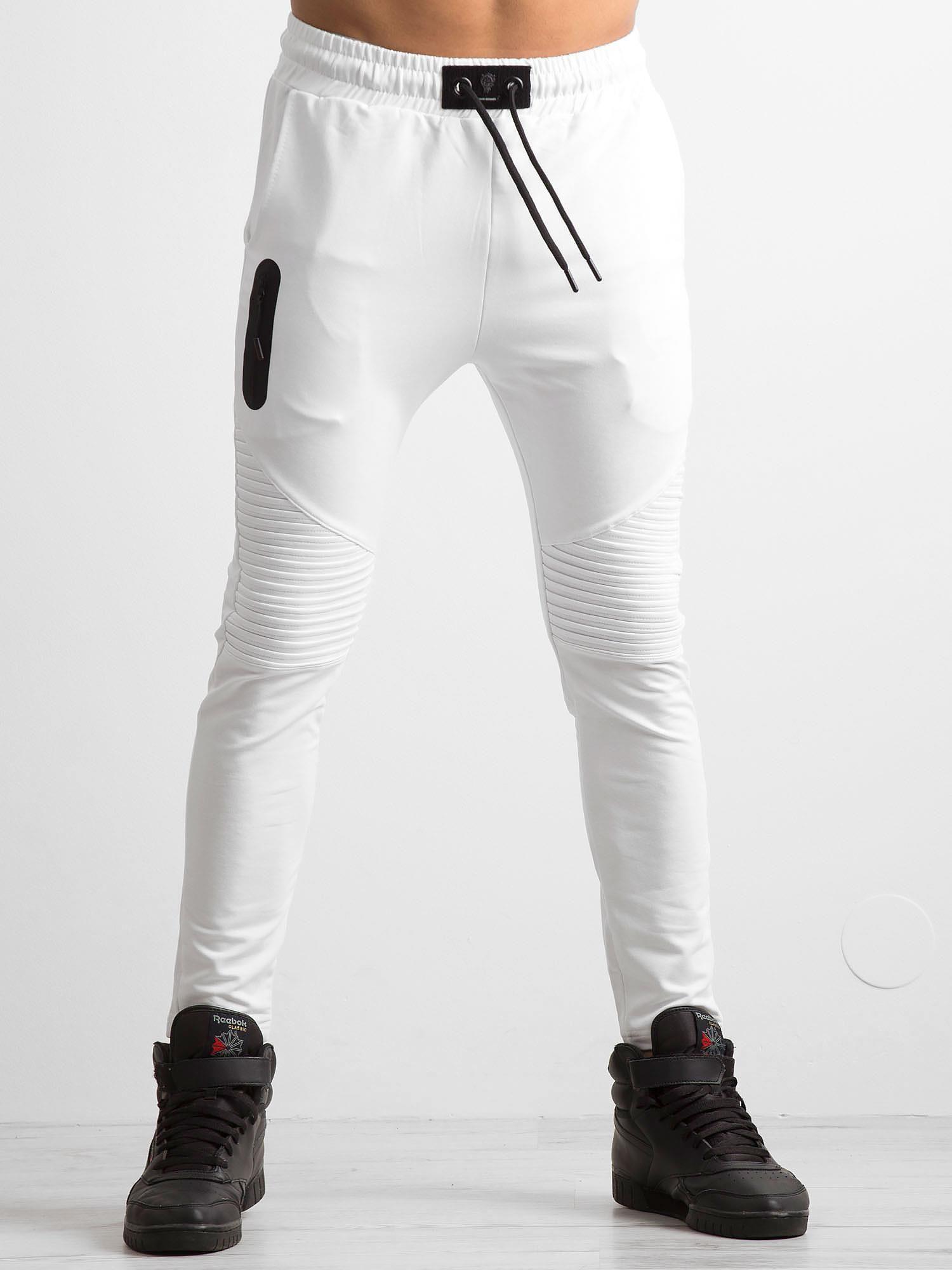 Białe męskie spodnie dresowe z przeszyciami