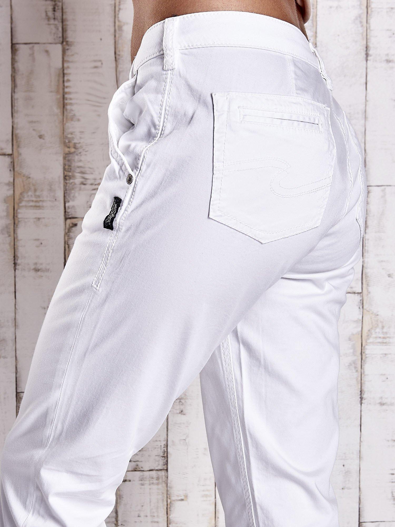 Białe proste spodnie z napami                                  zdj.                                  6
