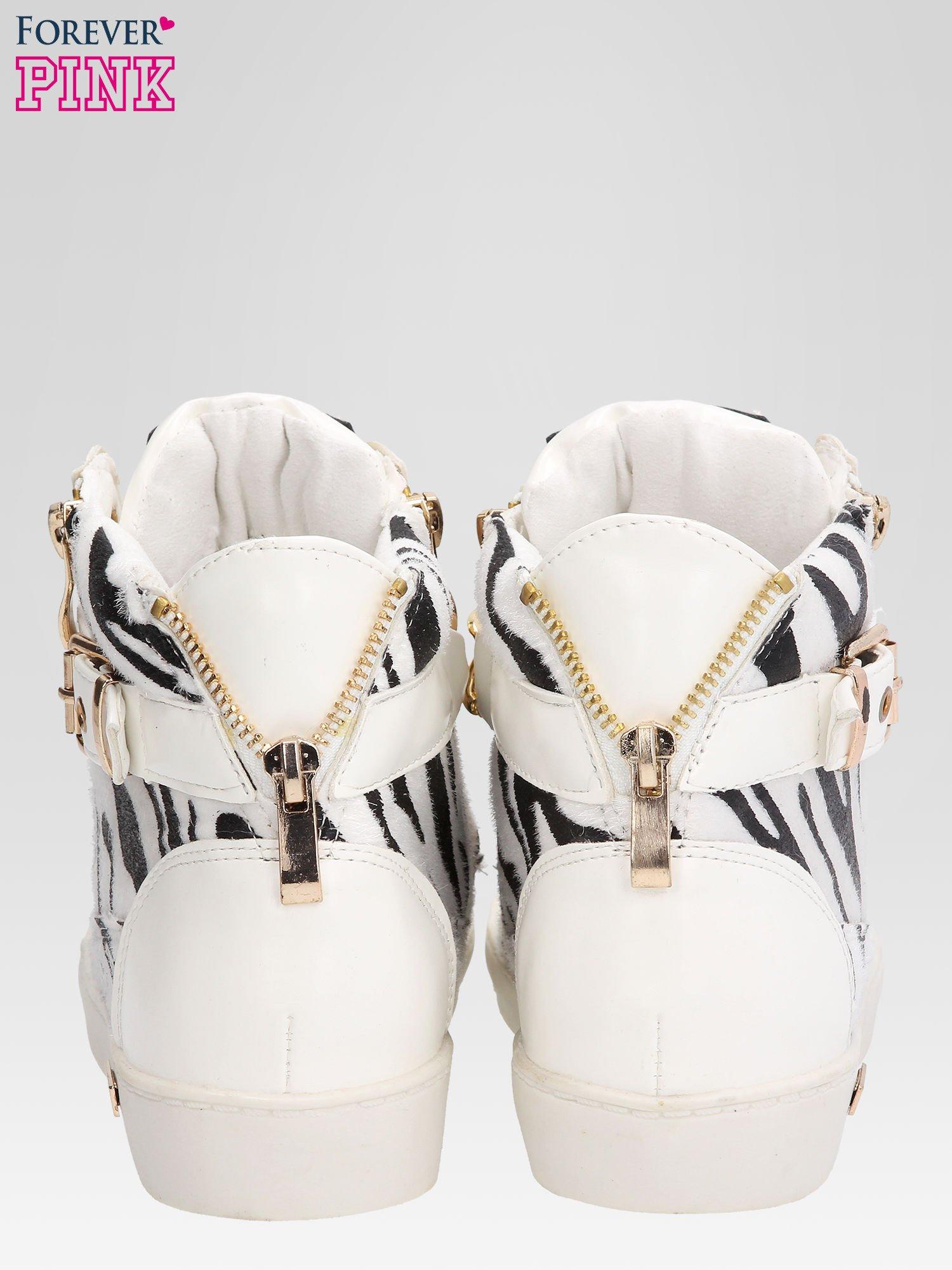 Białe sneakersy damskie z motywem zebry                                  zdj.                                  3