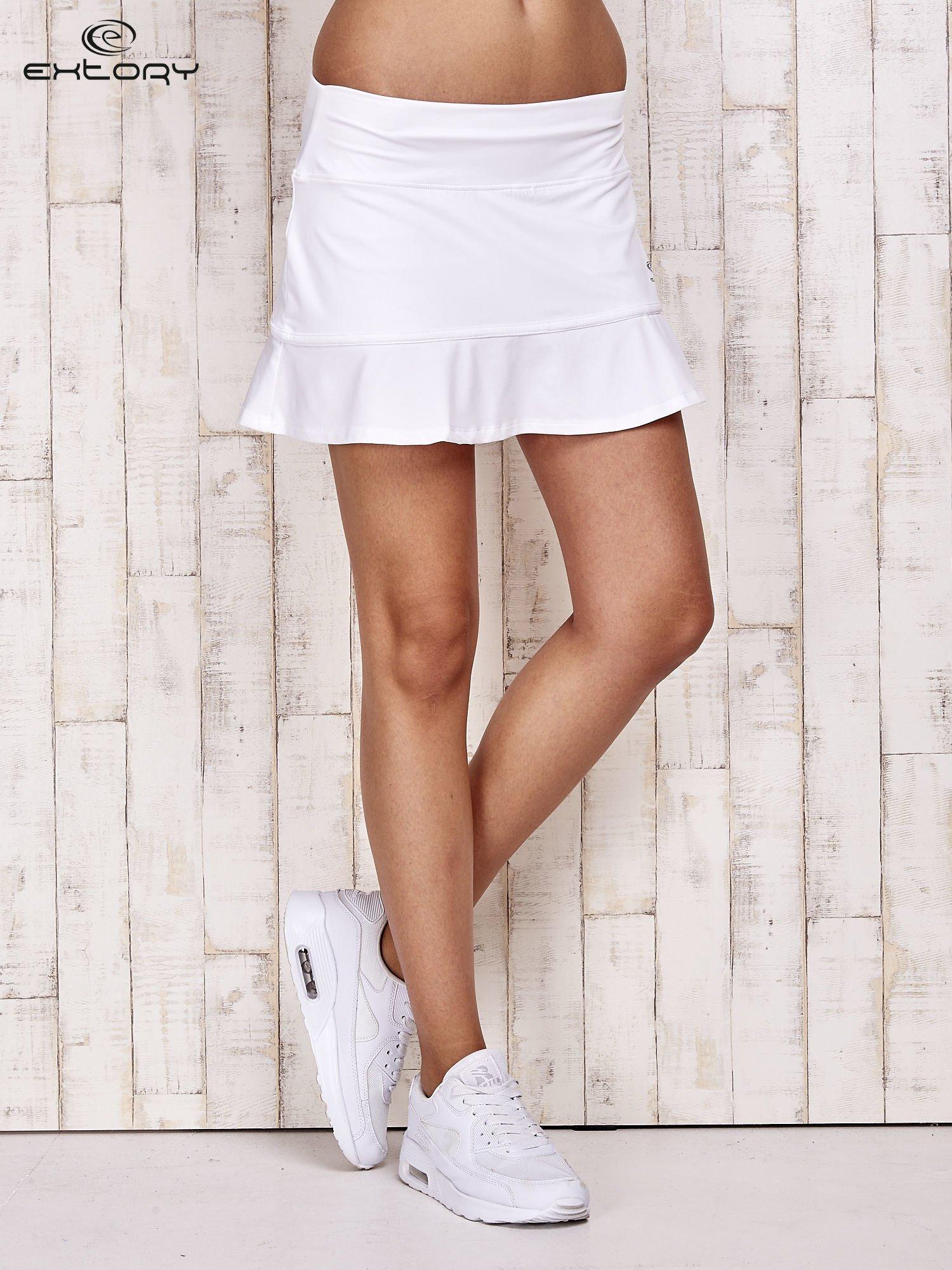 Białe spodenki spódniczka tenisowa z falbanką                                  zdj.                                  1