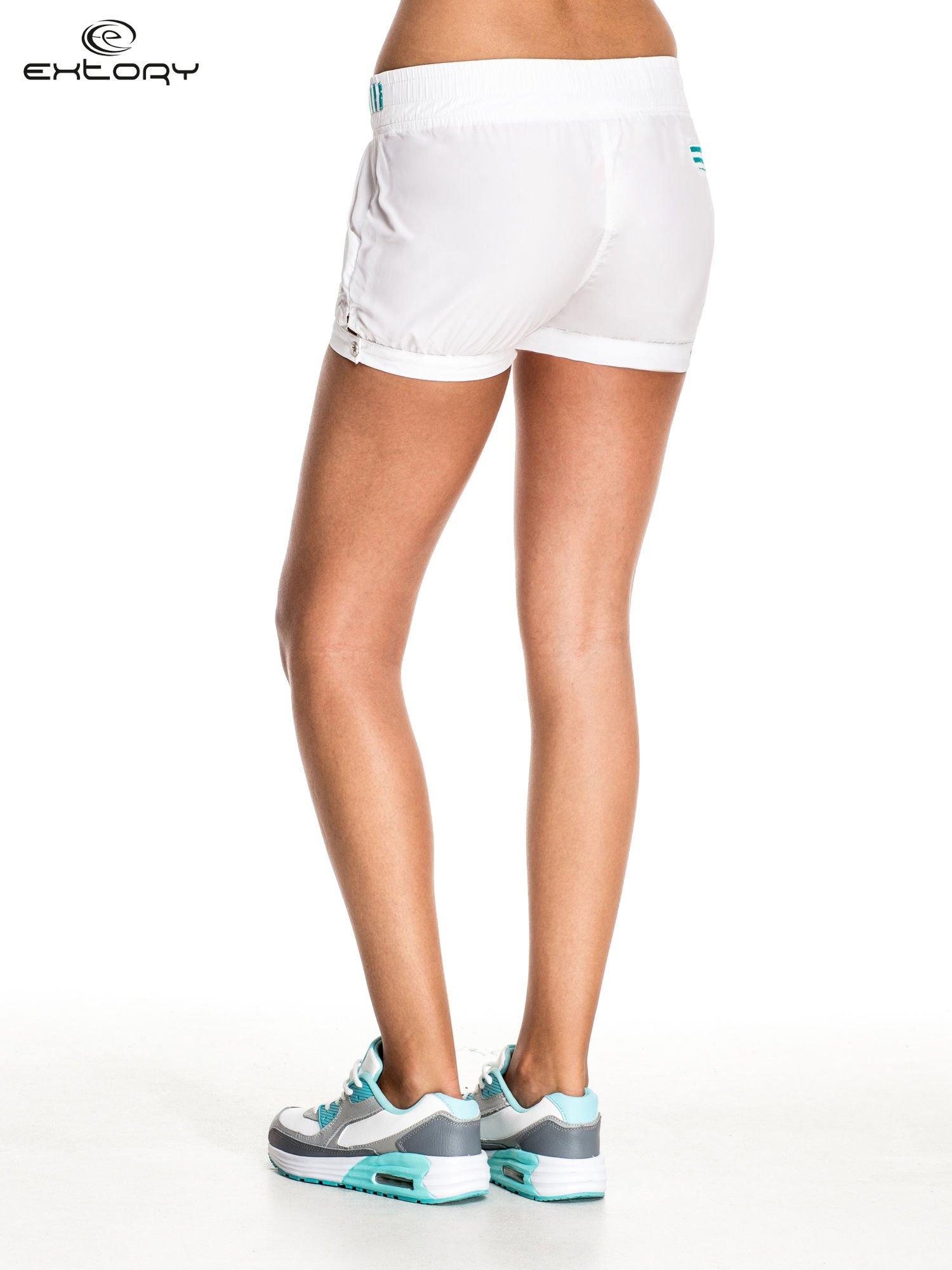 Białe szorty damskie w stylu marynarskim                                  zdj.                                  4