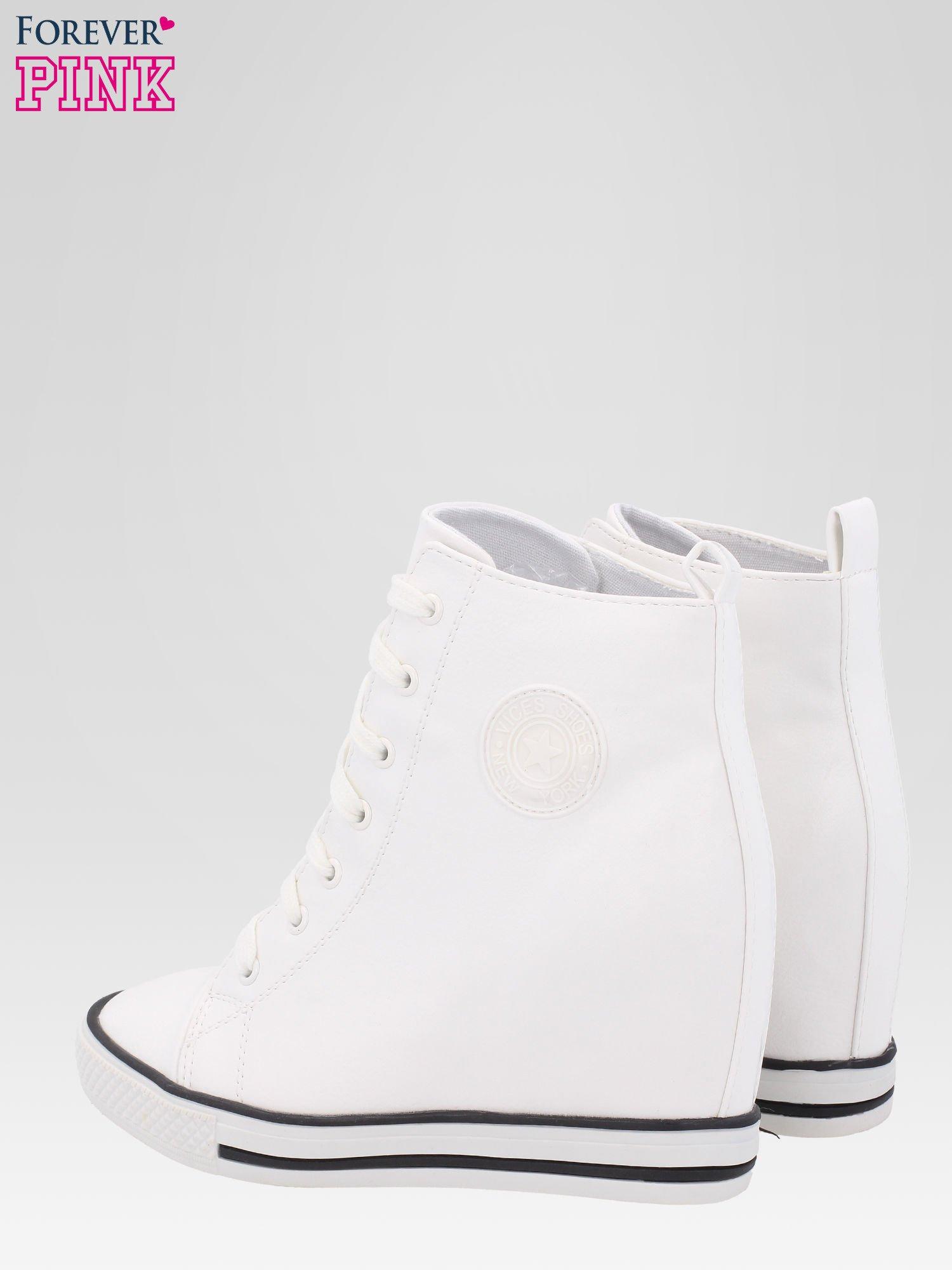 Białe trampki na koturnie w stylu sneakersów                                  zdj.                                  5