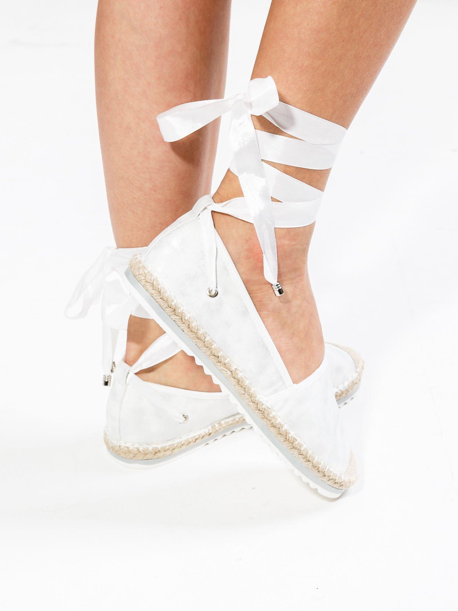 Białe wiązane espadryle lace up                                  zdj.                                  1